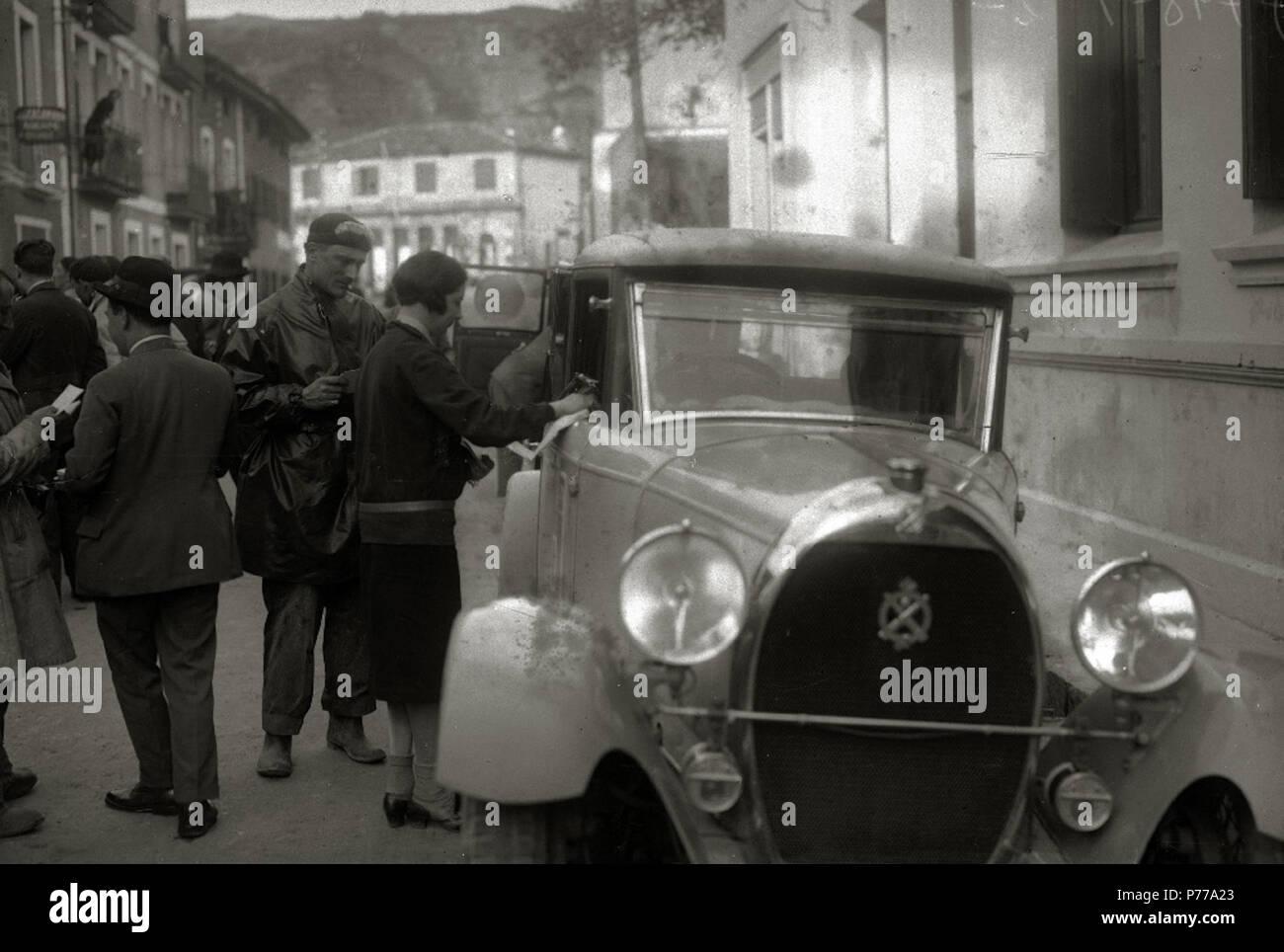 Español: Título original: Carrera motociclista en Behobia (2/4) Localización: Irún (Guipúzcoa)  . 1927 14 Carrera motociclista en Behobia (2 de 4) - Fondo Car-Kutxa Fototeka Stock Photo