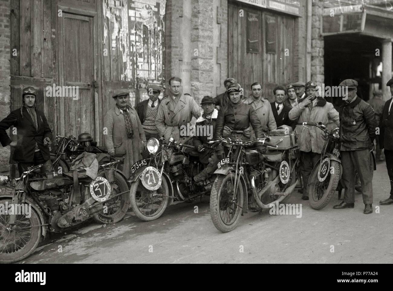 Español: Título original: Carrera motociclista en Behobia (1/4) Localización: Irún (Guipúzcoa)  . 1927 14 Carrera motociclista en Behobia (1 de 4) - Fondo Car-Kutxa Fototeka Stock Photo