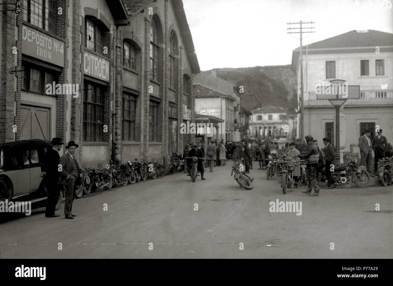 Español: Título original: Carrera motociclista en Behobia (3/4) Localización: Irún (Guipúzcoa)  . 1927 15 Carrera motociclista en Behobia (3 de 4) - Fondo Car-Kutxa Fototeka Stock Photo