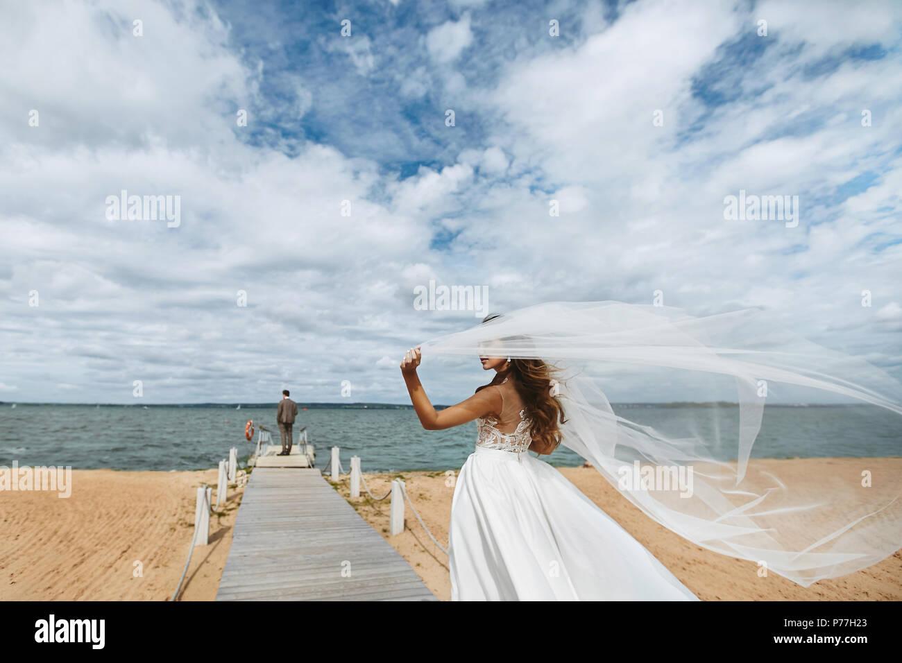 2e00d28b5741c3 Young bride