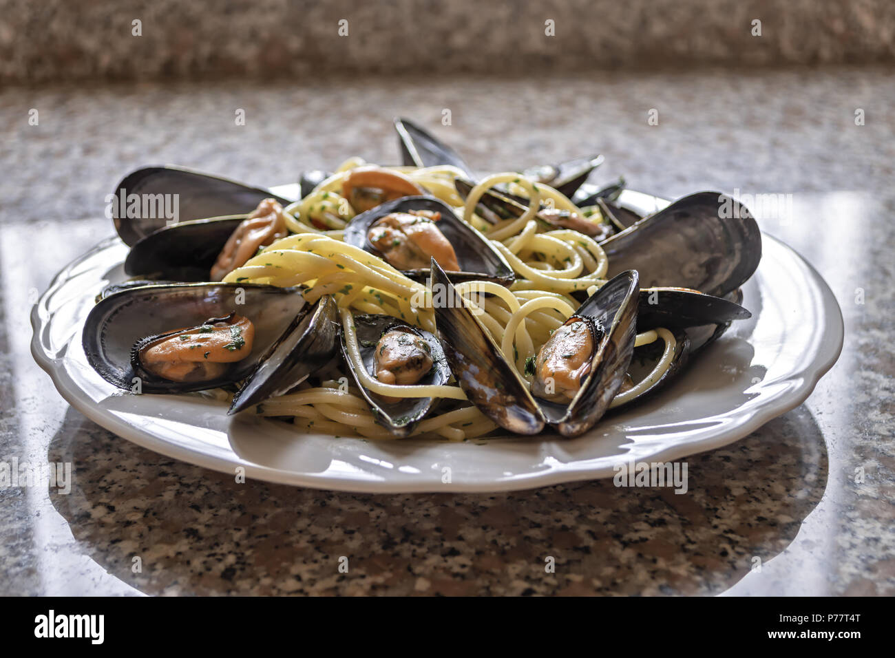 spaghetti pasta with mussels garlic and parsley 3 - Stock Image