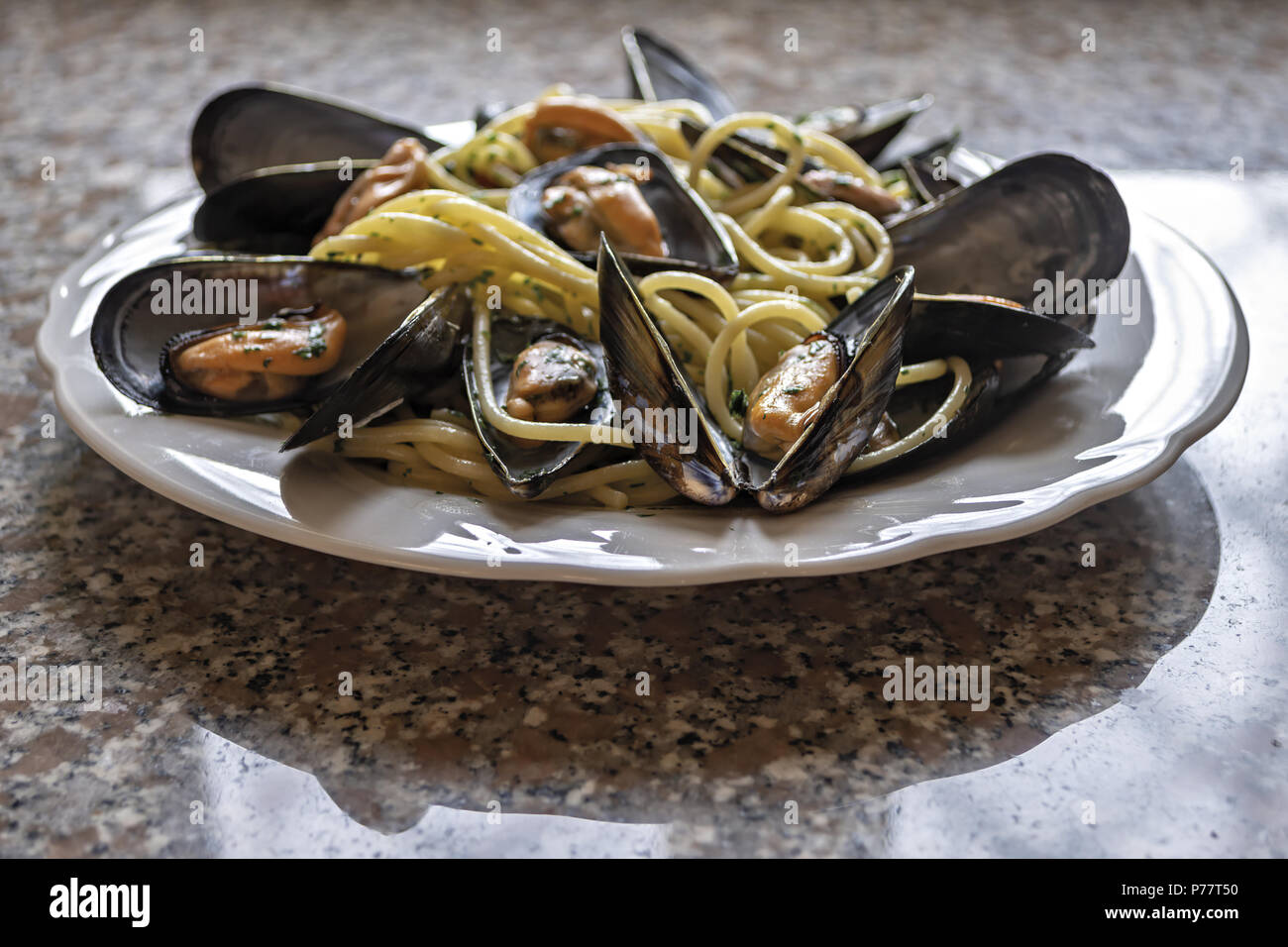 spaghetti pasta with mussels garlic and parsley 4 - Stock Image