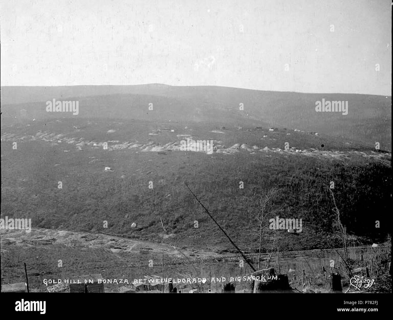 . English: Panorama of mining claims on Gold Hill showing Bonanza Creek, Yukon Territory, ca. 1898. English: Caption on image: 'Gold Hill on Bonanza between Eldorado and Big Skookum' Klondike Gold Rush. Subjects (LCTGM): Mining claims--Yukon--Gold Hill Subjects (LCSH): Gold Hill (Yukon)  . circa 1898 10 Panorama of mining claims on Gold Hill showing Bonanza Creek, Yukon Territory, ca 1898 (HEGG 524) - Stock Image