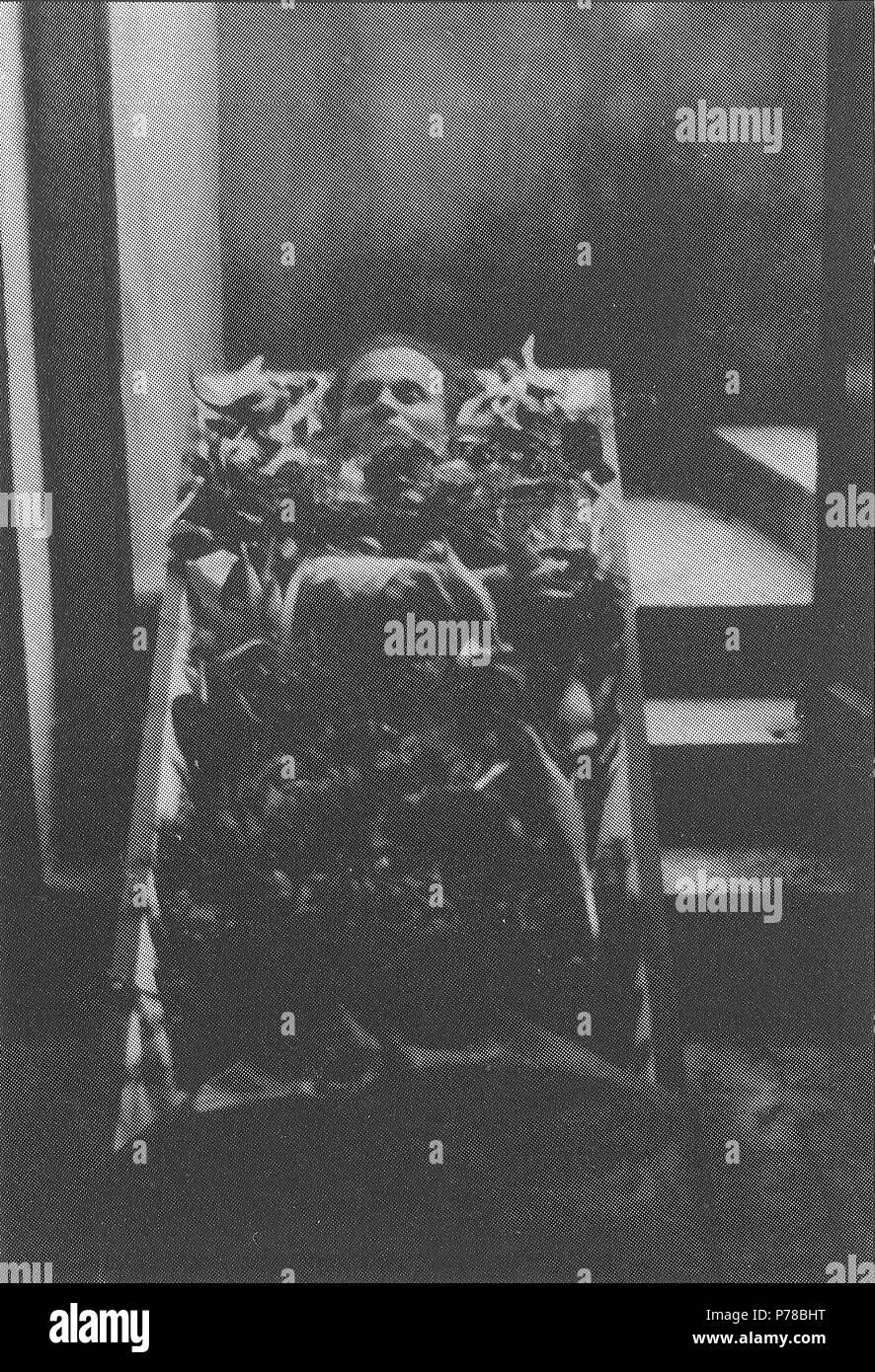 Deutsch: Leichnam von Otto Renois, aufgebahrt im ...
