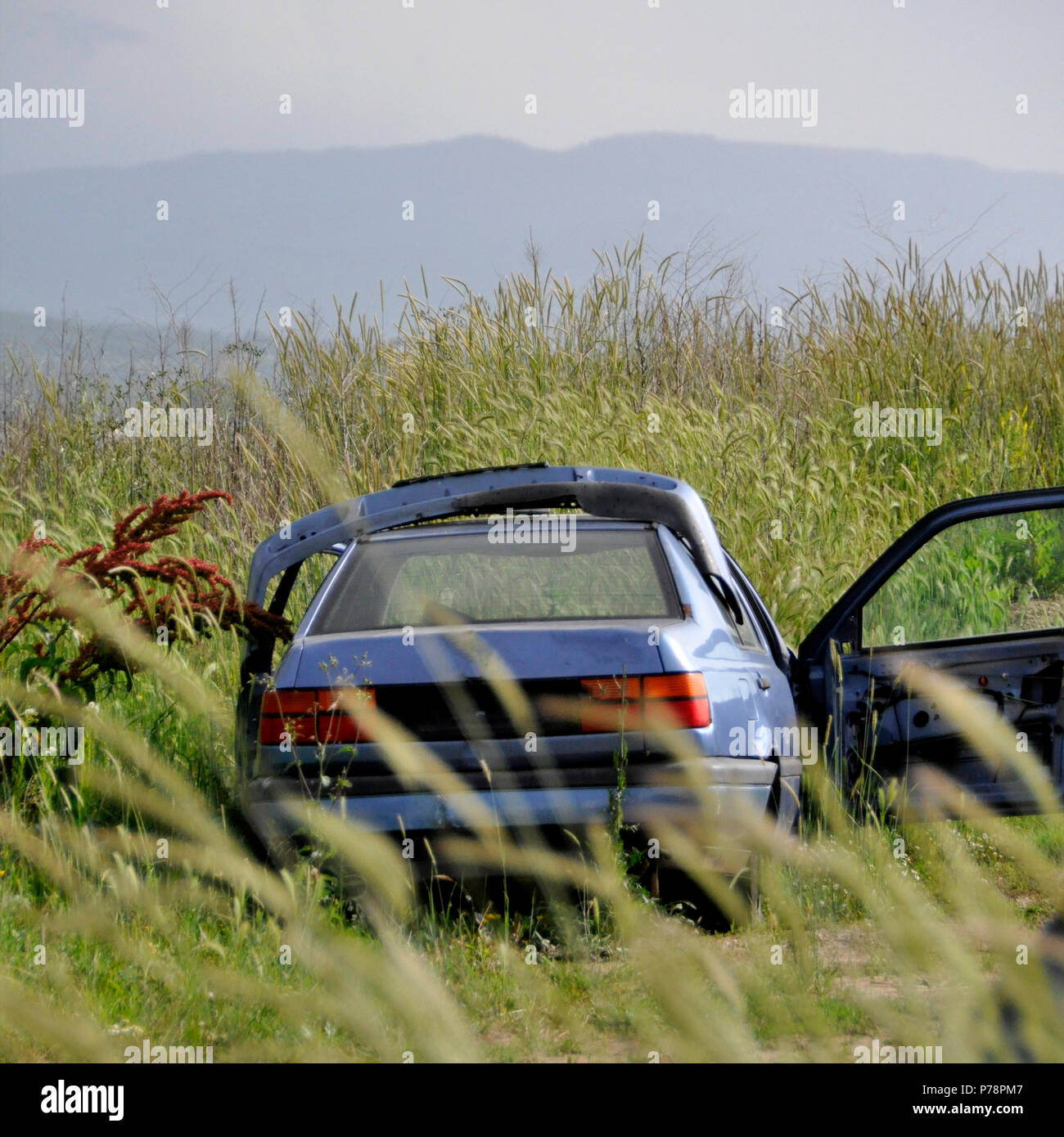 abandoned car after an accident in the field of rural mestnosti - Stock Image