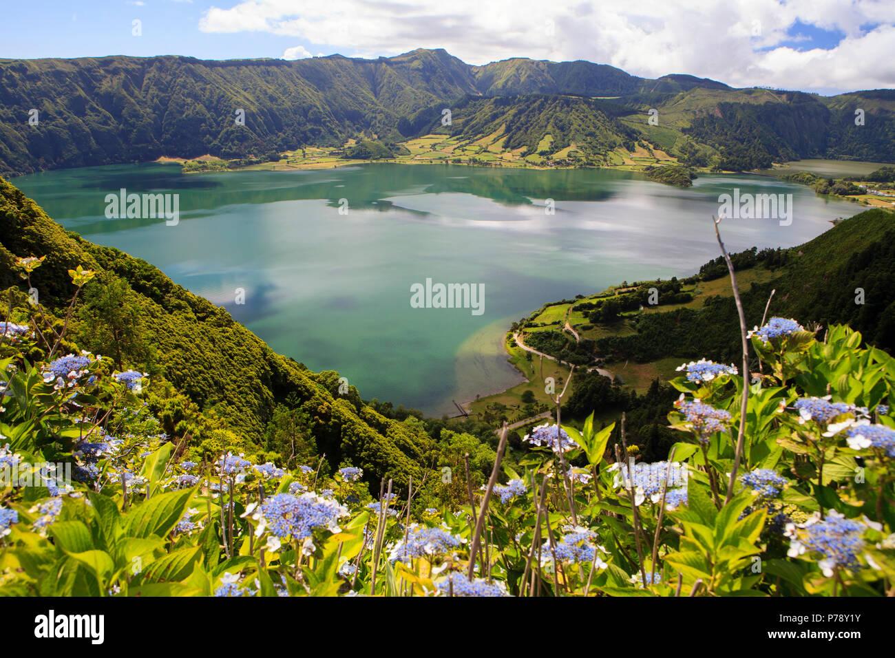 Lagoa das Sete Cidades, twin lakes in Sao Miguel, Azores - Stock Image