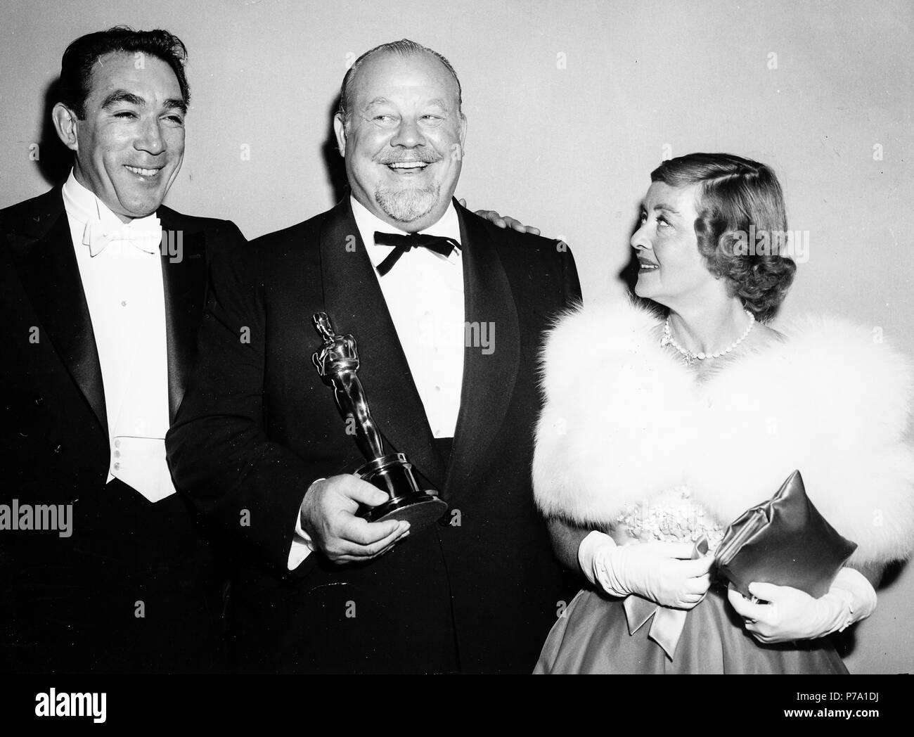 anthony quinn, burl ives, bette davis, oscar as best actor for the movie the big country, 6 april 1959 - Stock Image