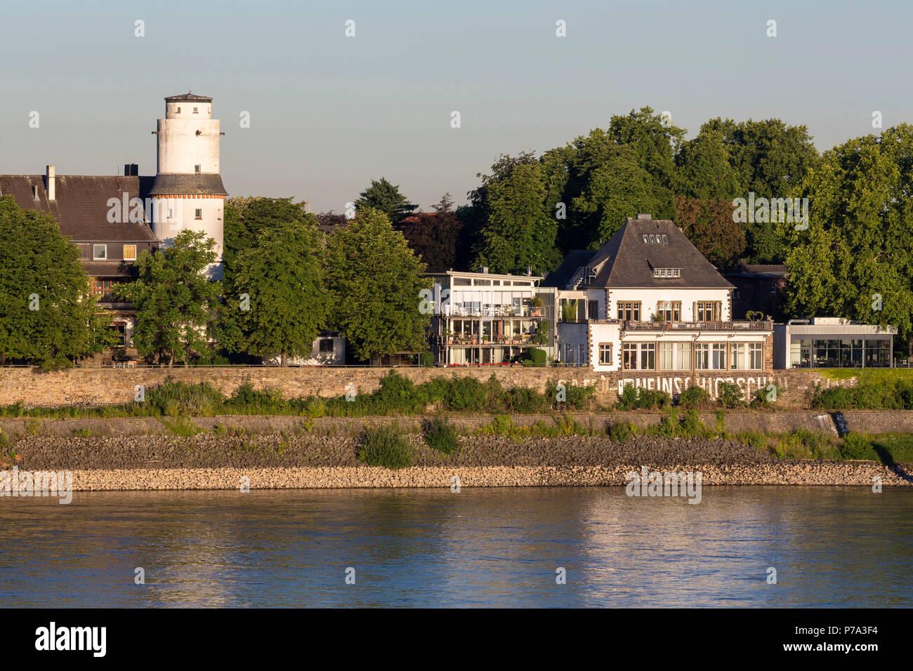 Krefeld, Uerdingen, Blick von der Krefelder Rheinbrücke  auf das Rheinschlößchen, Architekt: Prof. Karl Henrici, Baujahr: 1908 - Stock Image