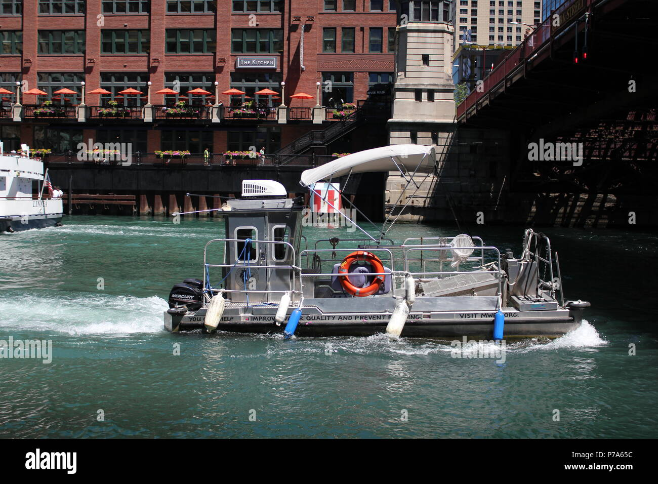 Along the Chicago River at downtown Chicago's River Walk in Illinois. - Stock Image