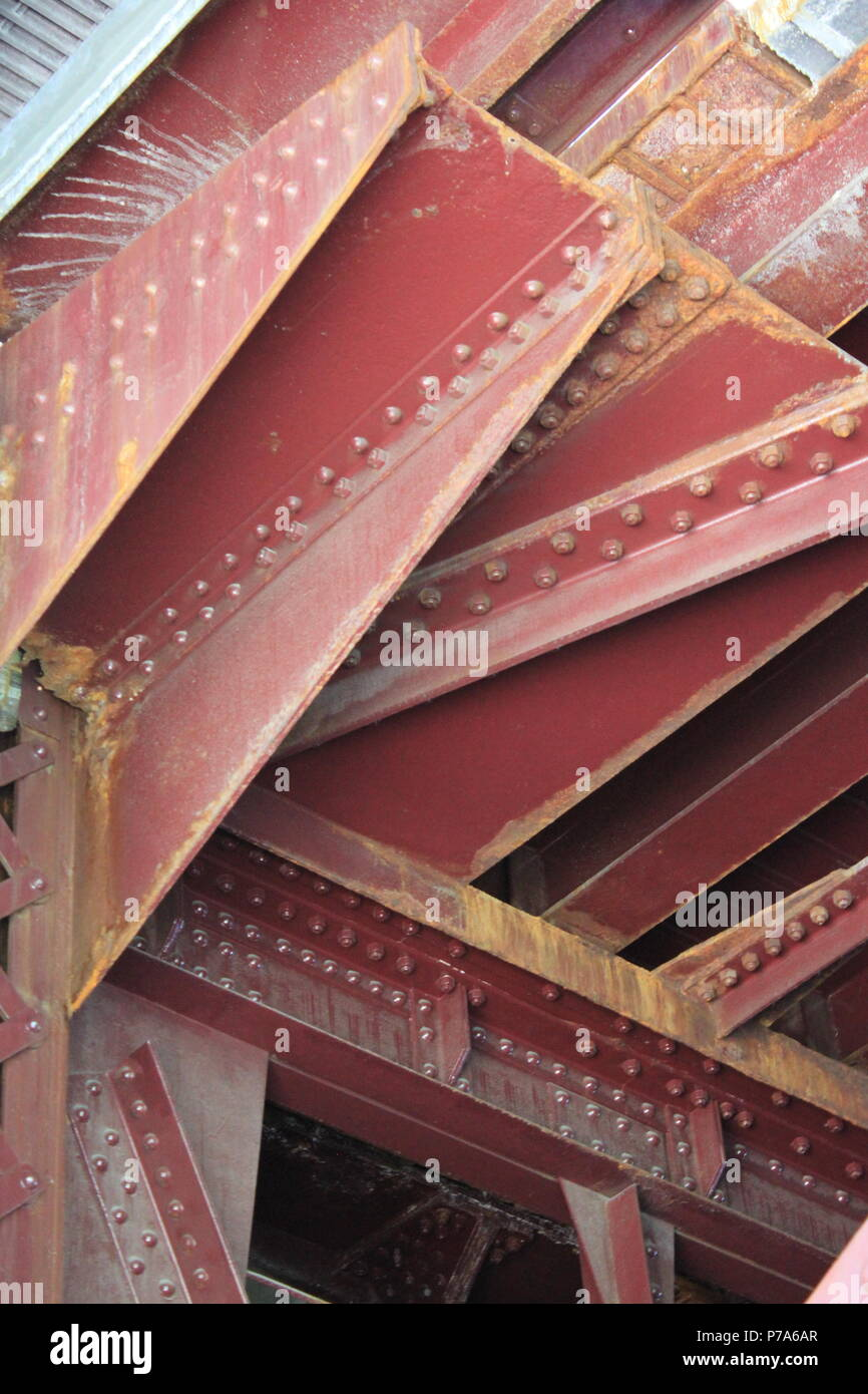 Clark Street bridge steel framing as seen from under the bridge ...