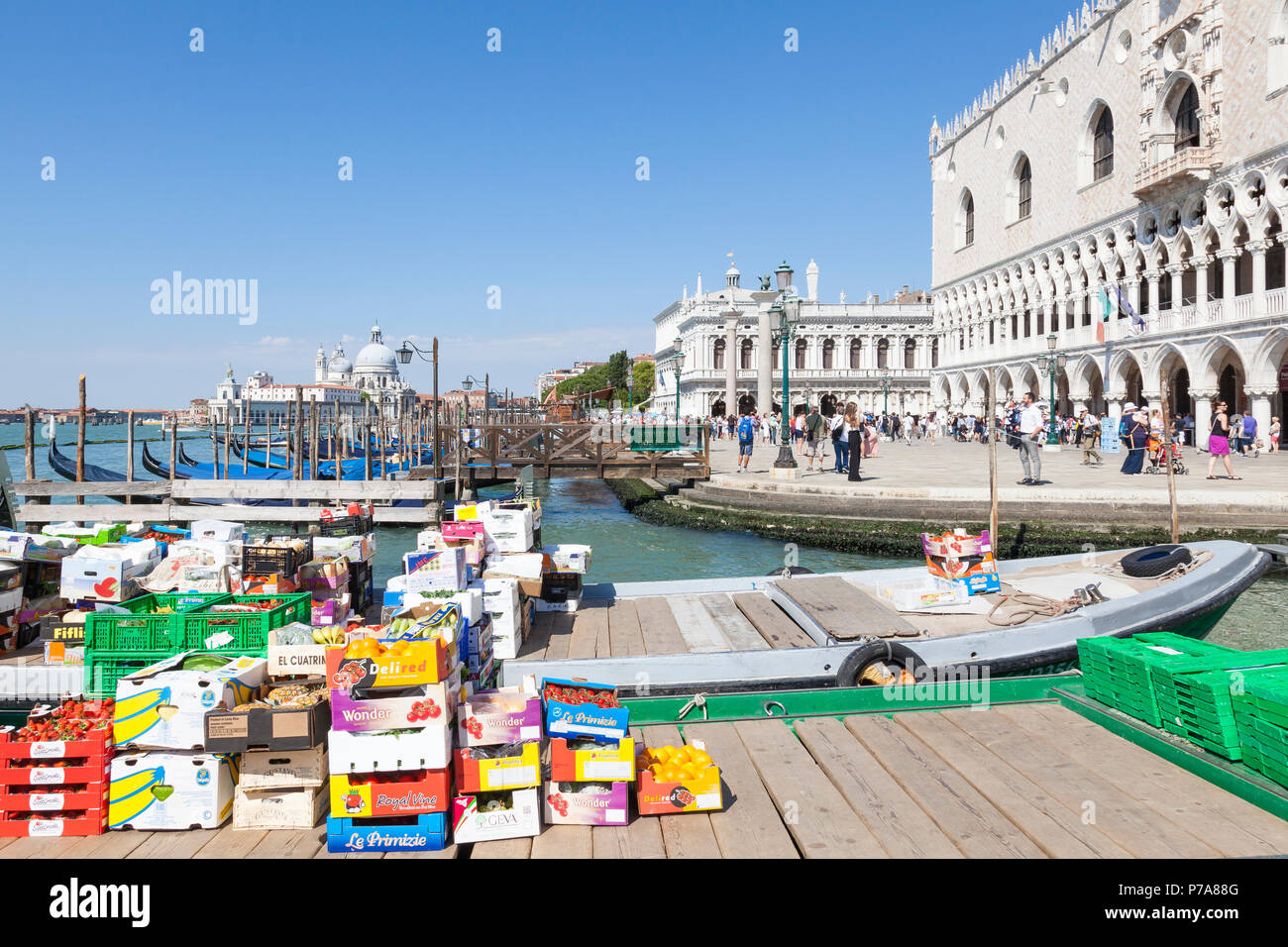 Work boats offloading fresh fruit and veggies for the catering industry at the Doges Palace and Riva degli Schiavonni, San Marco, Venice, Veneto,  Ita - Stock Image
