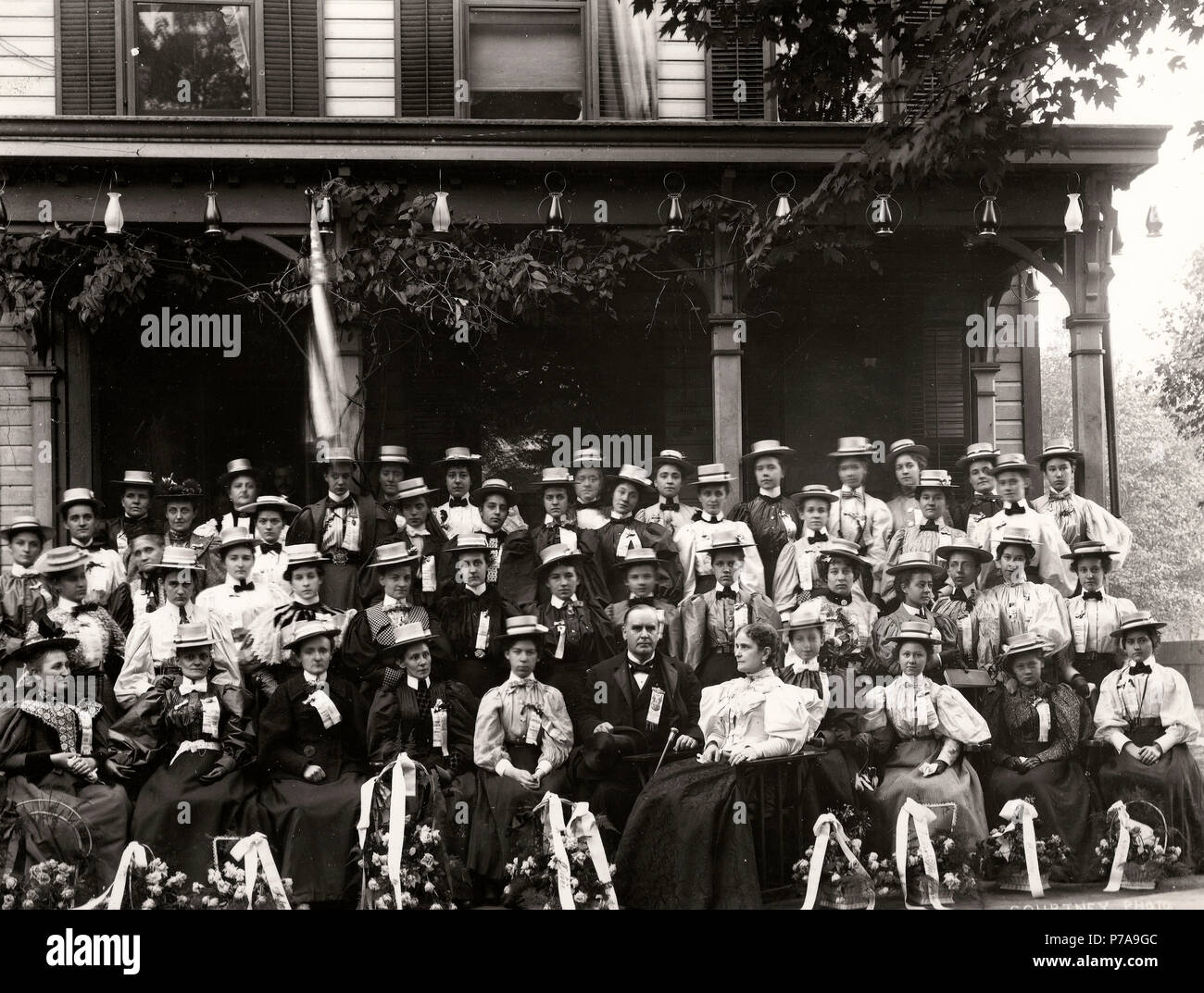 William and Ida McKinley (to her husband's left) pose with members of the 'Flower Delegation' from Oil City, Pennsylvania, before the McKinley home. Although women could not vote in most states, they might influence male relatives and were encouraged to visit Canton, Ohio. 1896 Presidential Campaign - Stock Image