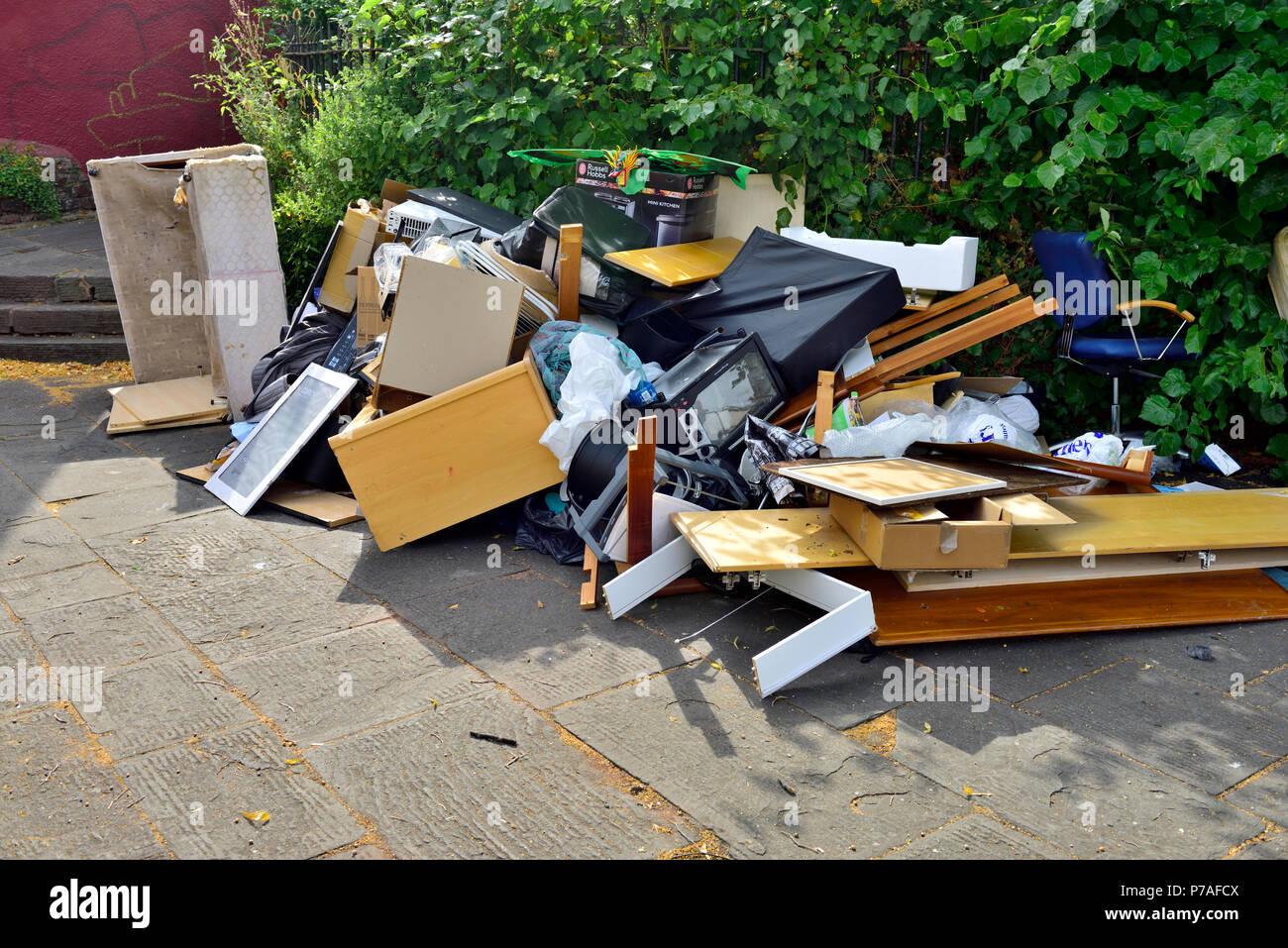 Bristol, UK. 5th July 2018. Rubbish piled and left on public footpath, Bristol, UK Credit: Charles Stirling/Alamy Live News - Stock Image