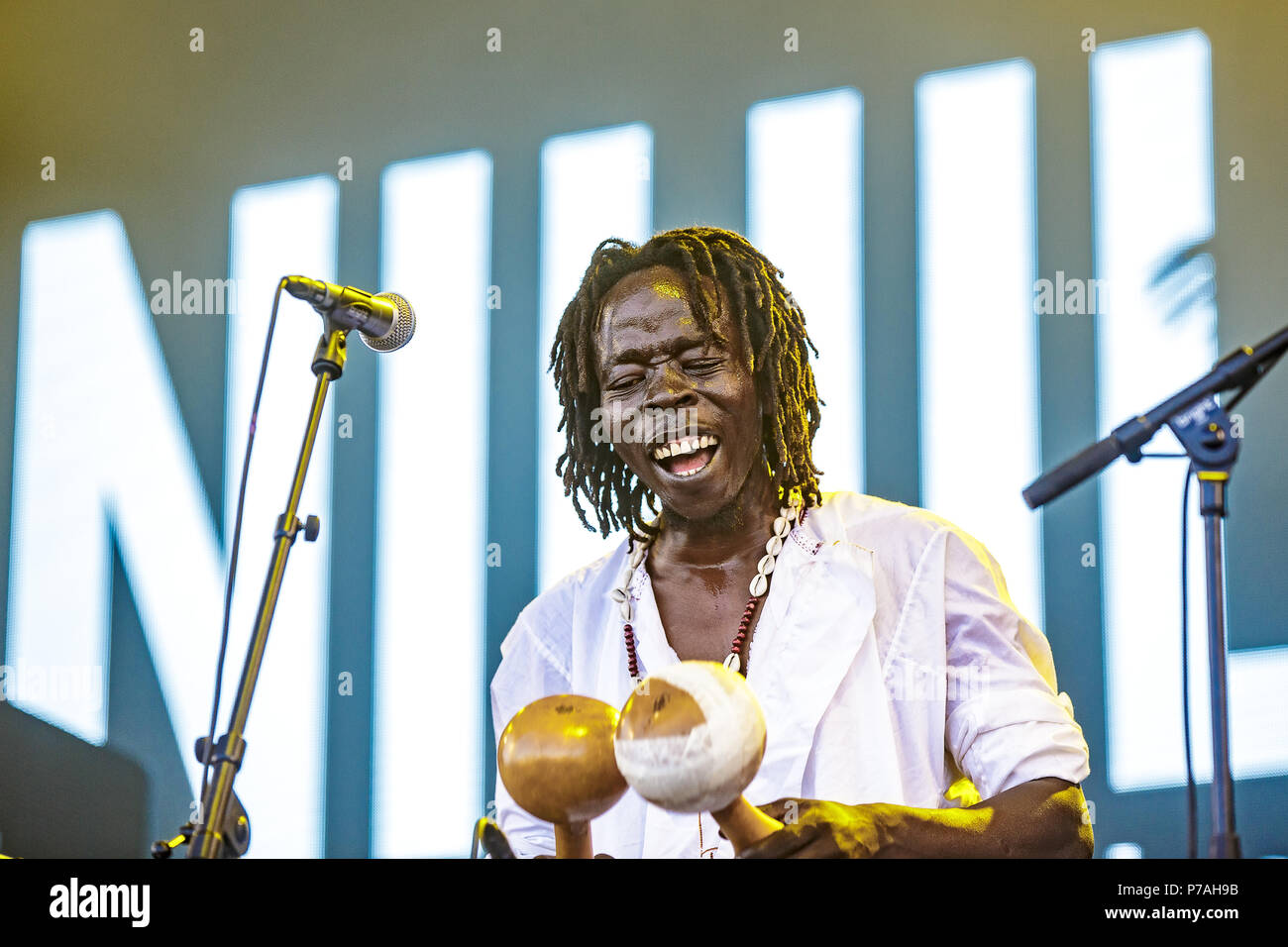 Denmark, Roskilde - July 4, 2018. The international music project Nihiloxica performs a live concert during the Danish music festival Roskilde Festival 2018. Nihiloxica consists of Niloteca Drum Ensemble from Uganda and British artists Spooky J and PQ. (Photo credit: Gonzales Photo - Peter Troest). Credit: Gonzales Photo/Alamy Live News - Stock Image