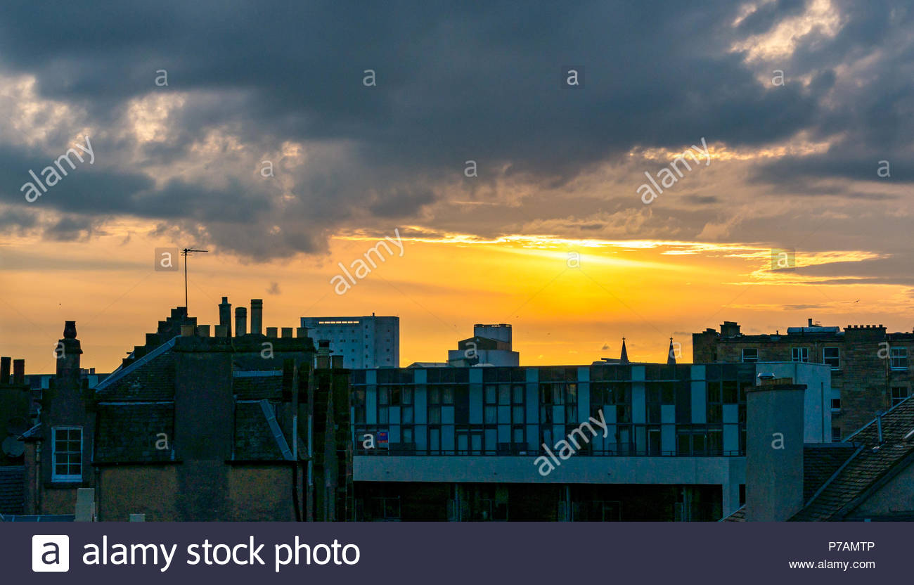 Leith, Edinburgh, Scotland, United Kingdom, 5th July 2018. Colourful orange Summer sunset over rooftops in Leith - Stock Image