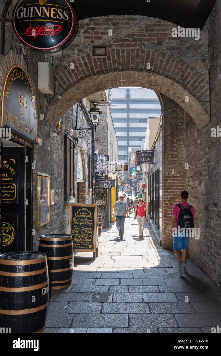 Merchants Arch, Temple Bar, Dublin, Leinster Province, Republic of Ireland - Stock Image