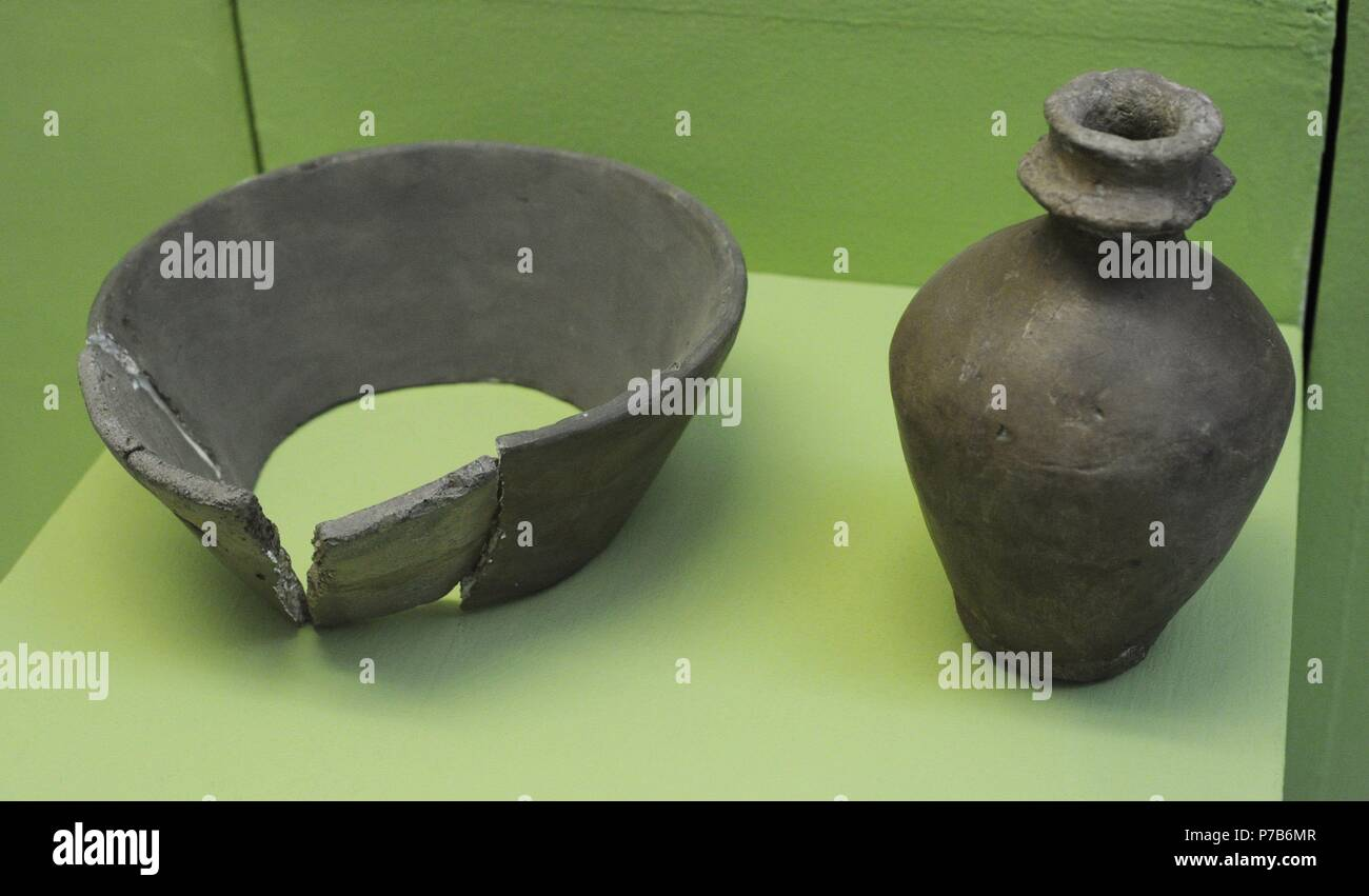 Funnel beaker culture vessels (Rozental, Odry and Gniszewo). Archeological Museum of Gdansk. Poland. - Stock Image