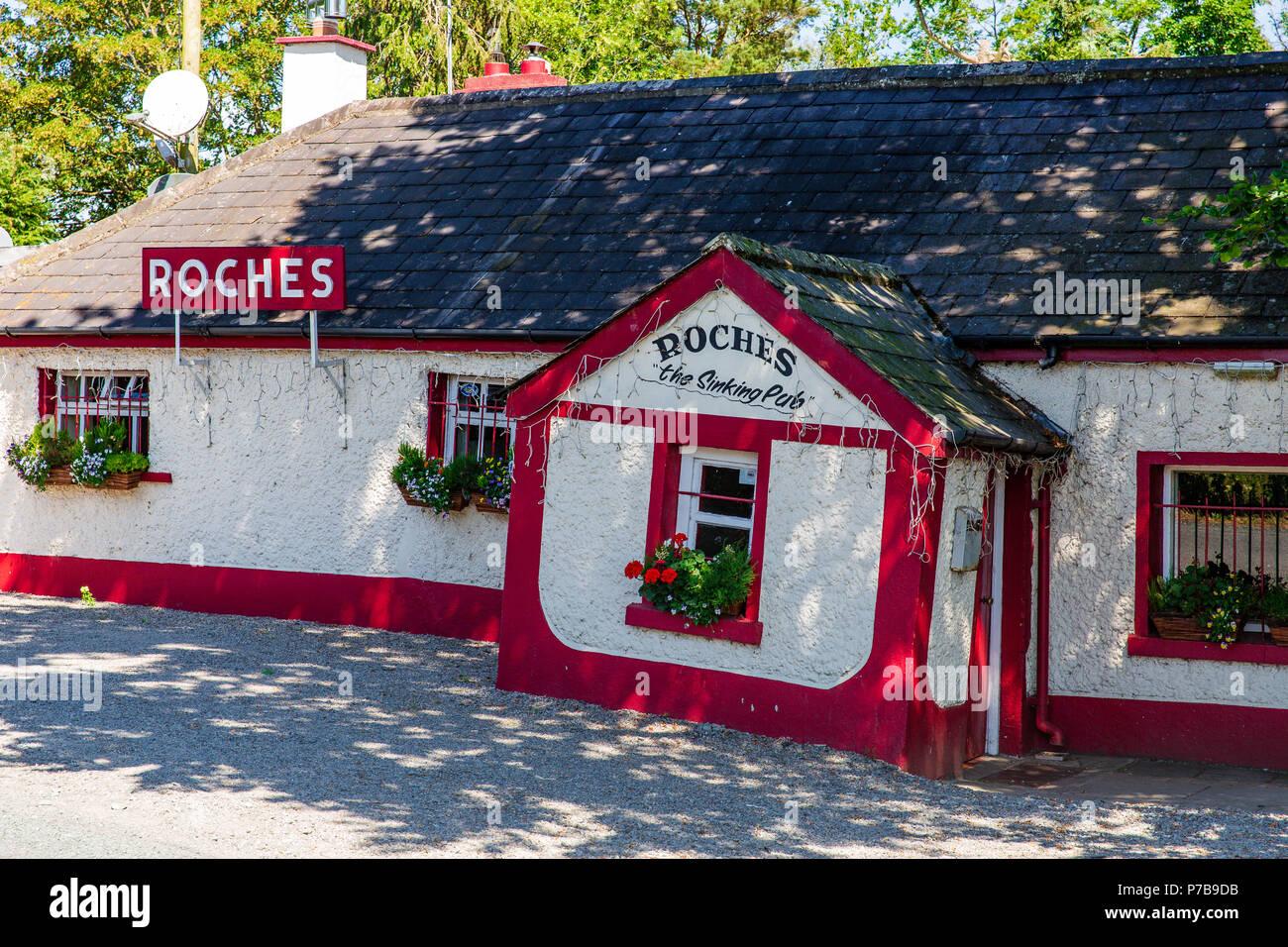 Irish Pub - Roches The Sinking Pub in Donadea, County Kildare, Ireland - Stock Image