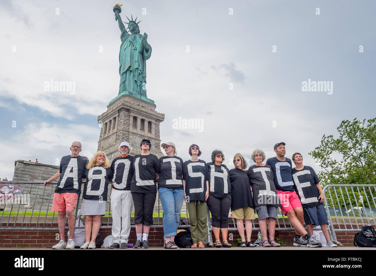 New York, United States. 04th July, 2018. Reflecting the sentiments of last week's nationwide End Family Separation protests, members of Rise and Resist planned and executed a non-violent banner drop and human banner action at the Statue of Liberty on Independence Day. An ABOLISH ICE banner was hung, and activists spelled out the same message on their shirts. Credit: Erik McGregor/Pacific Press/Alamy Live News Stock Photo