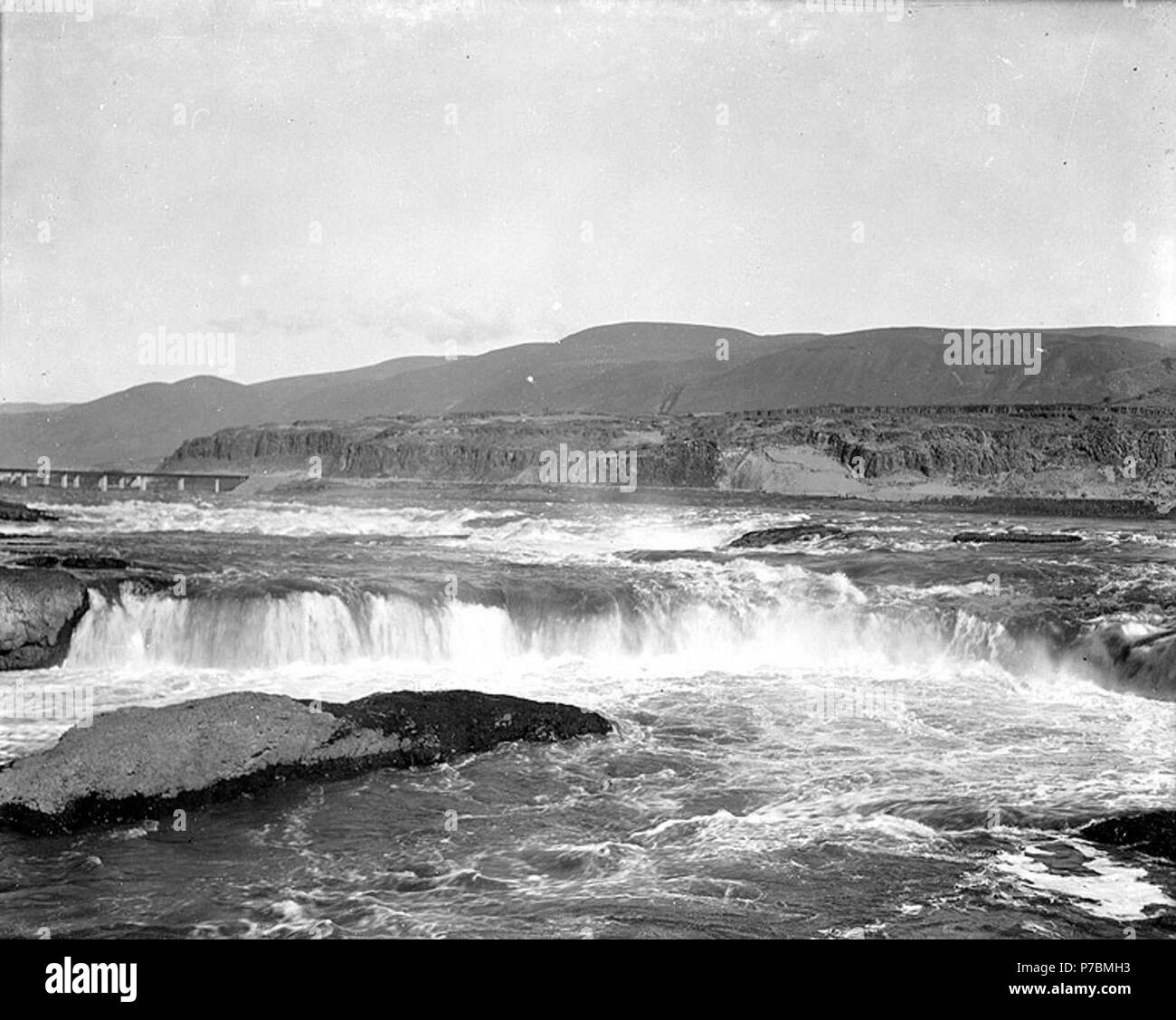 English: Upper Celilo Falls, Columbia River, Washington, ca