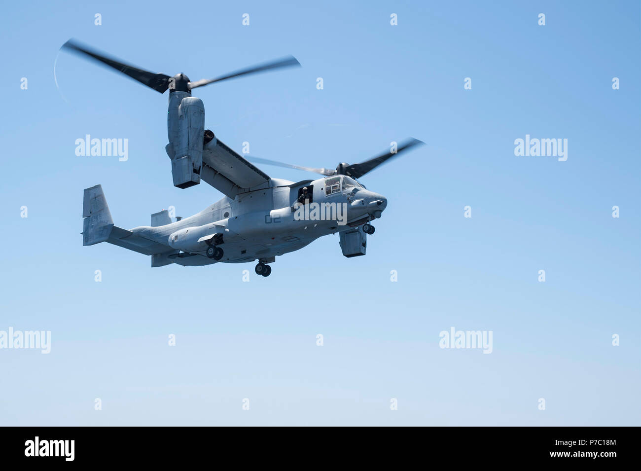 """180703-N-RD713-175 PACIFIC OCEAN,  (July 3, 2018) An MV-22B Osprey, assigned to the """"Red Lions"""" of Marine Medium Tiltrotor Squadron (VMM) 363, lands on flight deck of the amphibious assault ship USS Bonhomme Richard (LHD 6) during the squadron embarkation. Bonhomme Richard is currently underway in the U.S. 3rd Fleet area of operations.  (U.S. Navy photo by Mass Communication Specialist 3rd Class Zachary DiPadova) Stock Photo"""