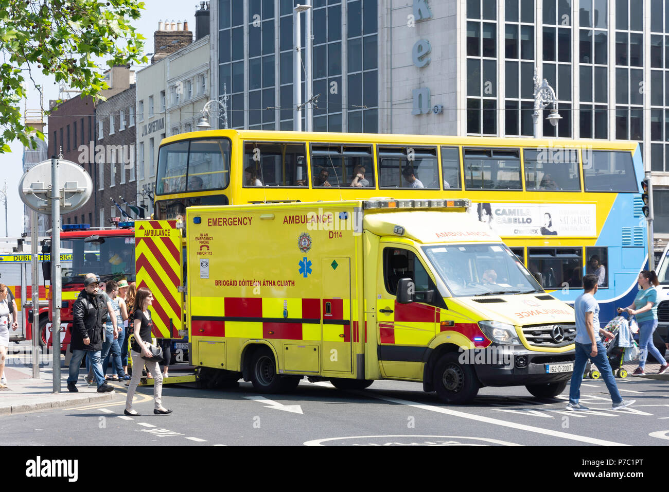 Emergency services ambulance on call, Westmoreland Street, Temple Bar, Dublin, Leinster Province, Republic of Ireland - Stock Image