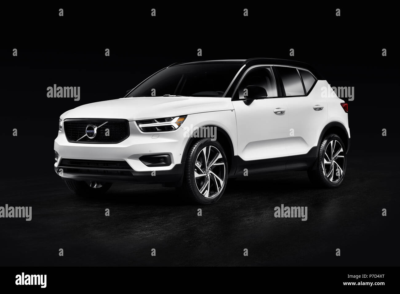 White 2019 Volvo Xc40 T5 Awd R Design Luxury Car Suv Isolated On Black Studio Background With Clipping Path Stock Photo Alamy
