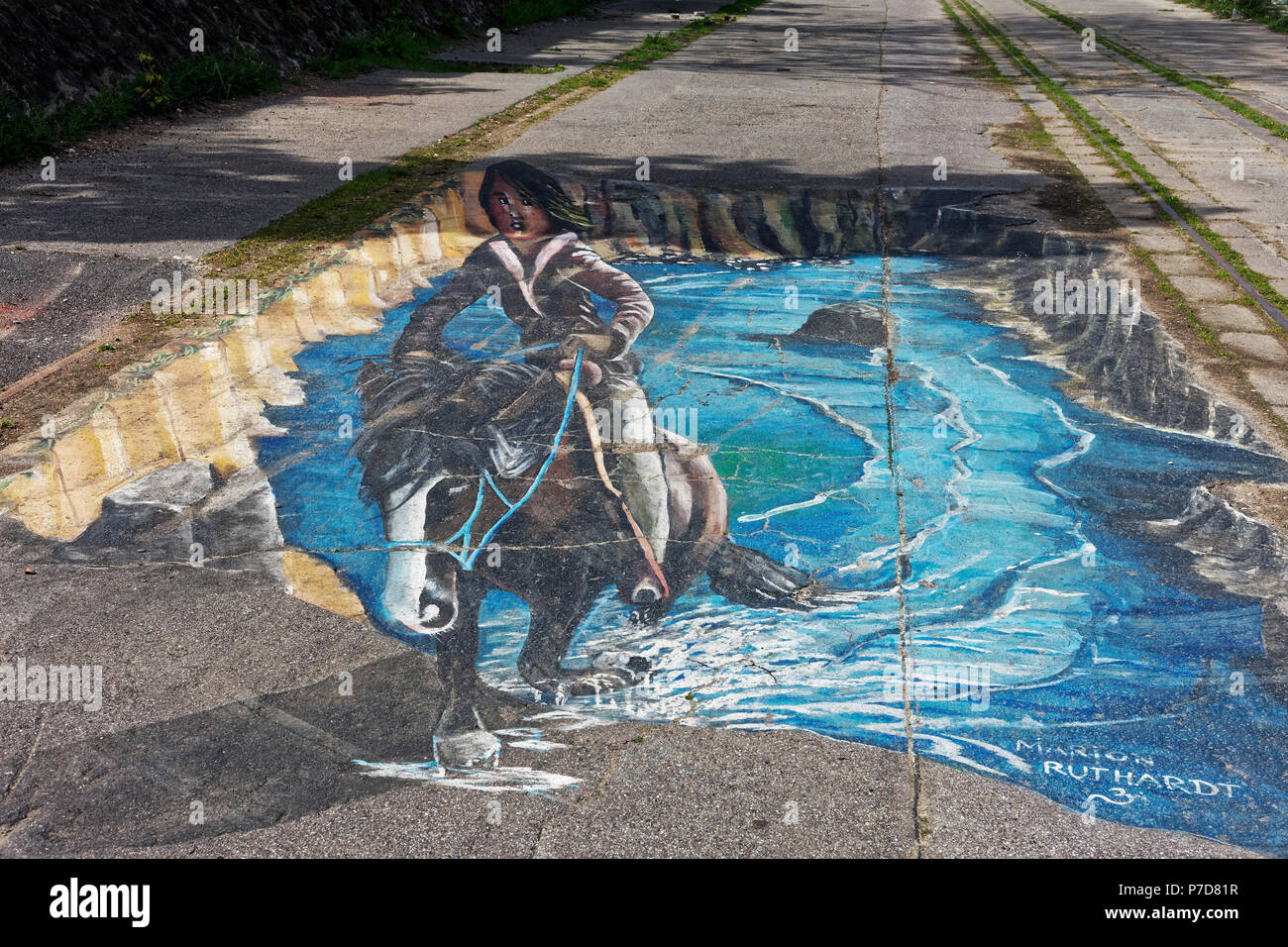 Horse-rider emerging from the sea, 3-D painting on the asphalt, by Marion Ruthardt, Rhine Side Gallery Uerdingen, Krefeld, NRW - Stock Image