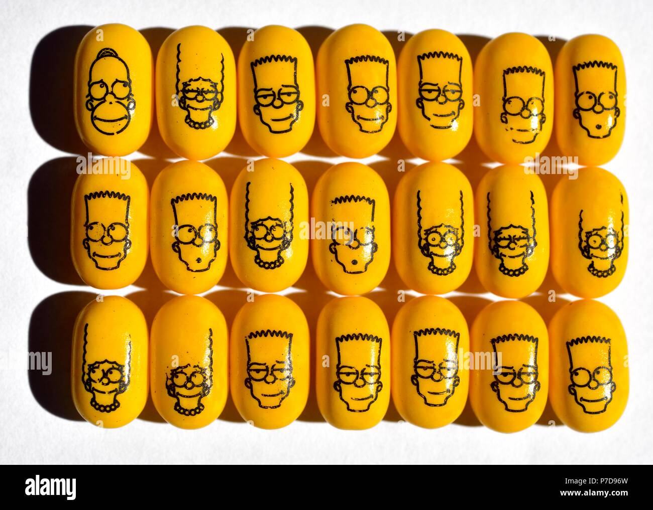 Cola flavoured tic tacs with Simpsons licensing franchise - Stock Image