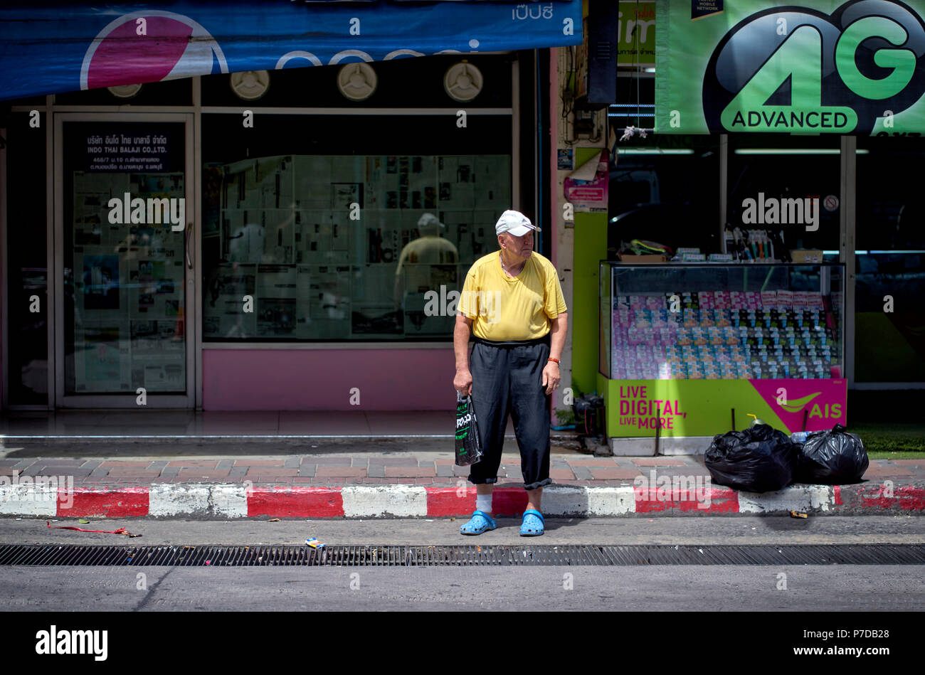 How Does a Senior Cross the Road Walking Speed and Senior Safety foto