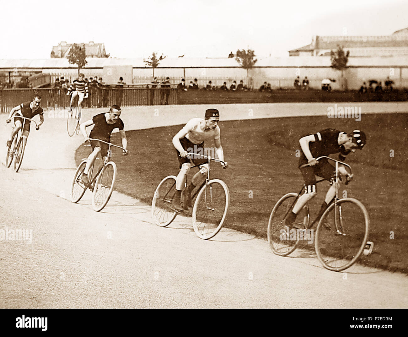 Two mile challenge cycle race, early 1900s - Stock Image
