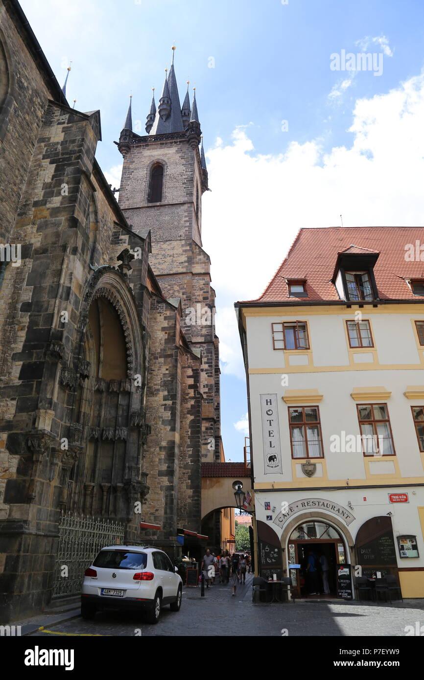 Church of Our Lady before Týn and Hotel Černý Slon, Týnská, Staré Město (Old Town), Prague, Czechia (Czech Republic), Europe Stock Photo