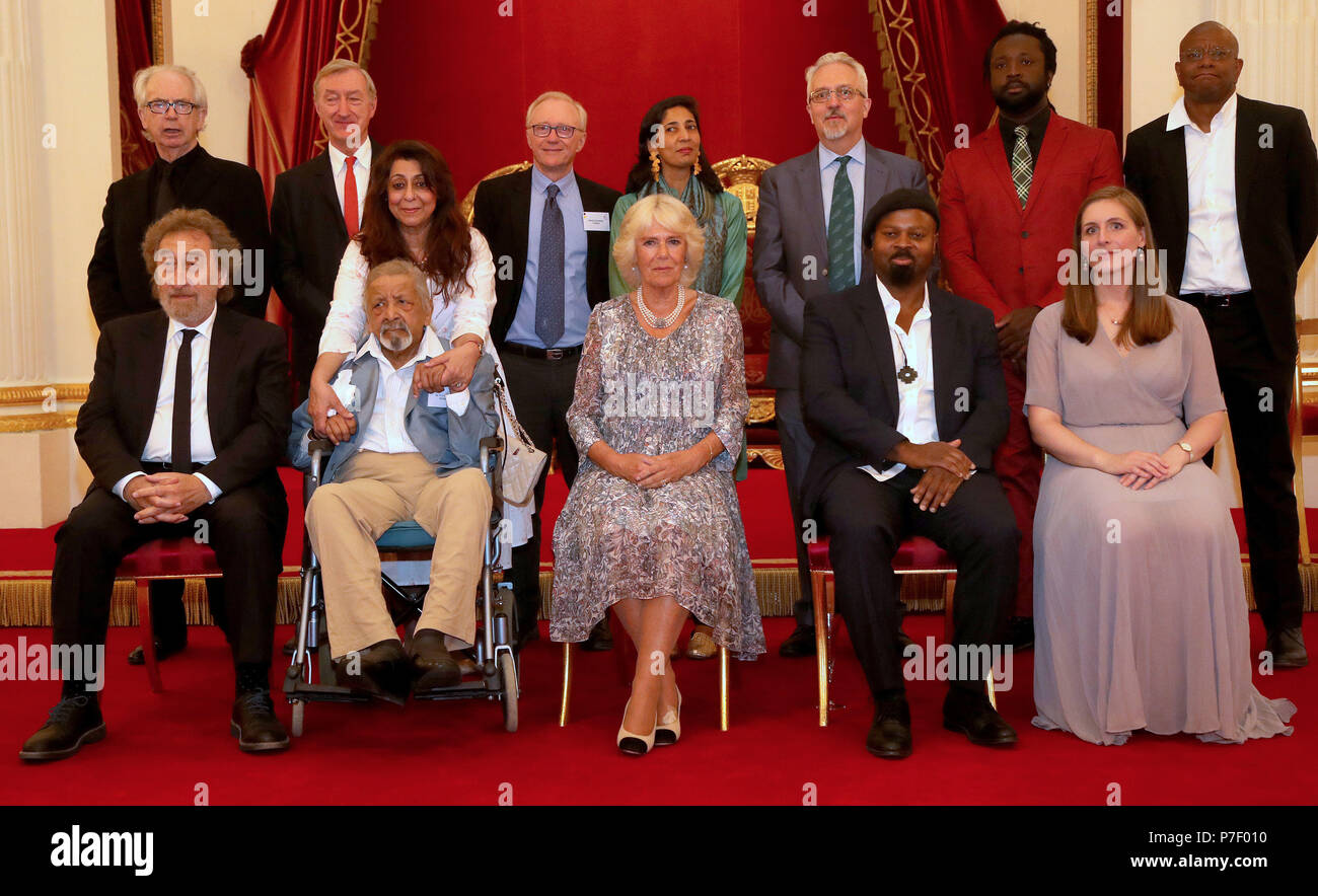 The Duchess of Cornwall (centre) poses for a picture with former Man Booker Prize winners (back row left to right) Peter Carey, Julian Barnes, David Grossman (a former Man Booker International winner), Kiran Desai, Alan Hollinghurst, Marlon James, Paul Beatty, (front row left to right) Howard Jacobson, VS Naipaul (accompanied by his wife Nadira Naipaul), Ben Okri and Eleanor Catton at a reception celebrating the 50th anniversary of the Man Booker Prize at Buckingham Palace, London. - Stock Image