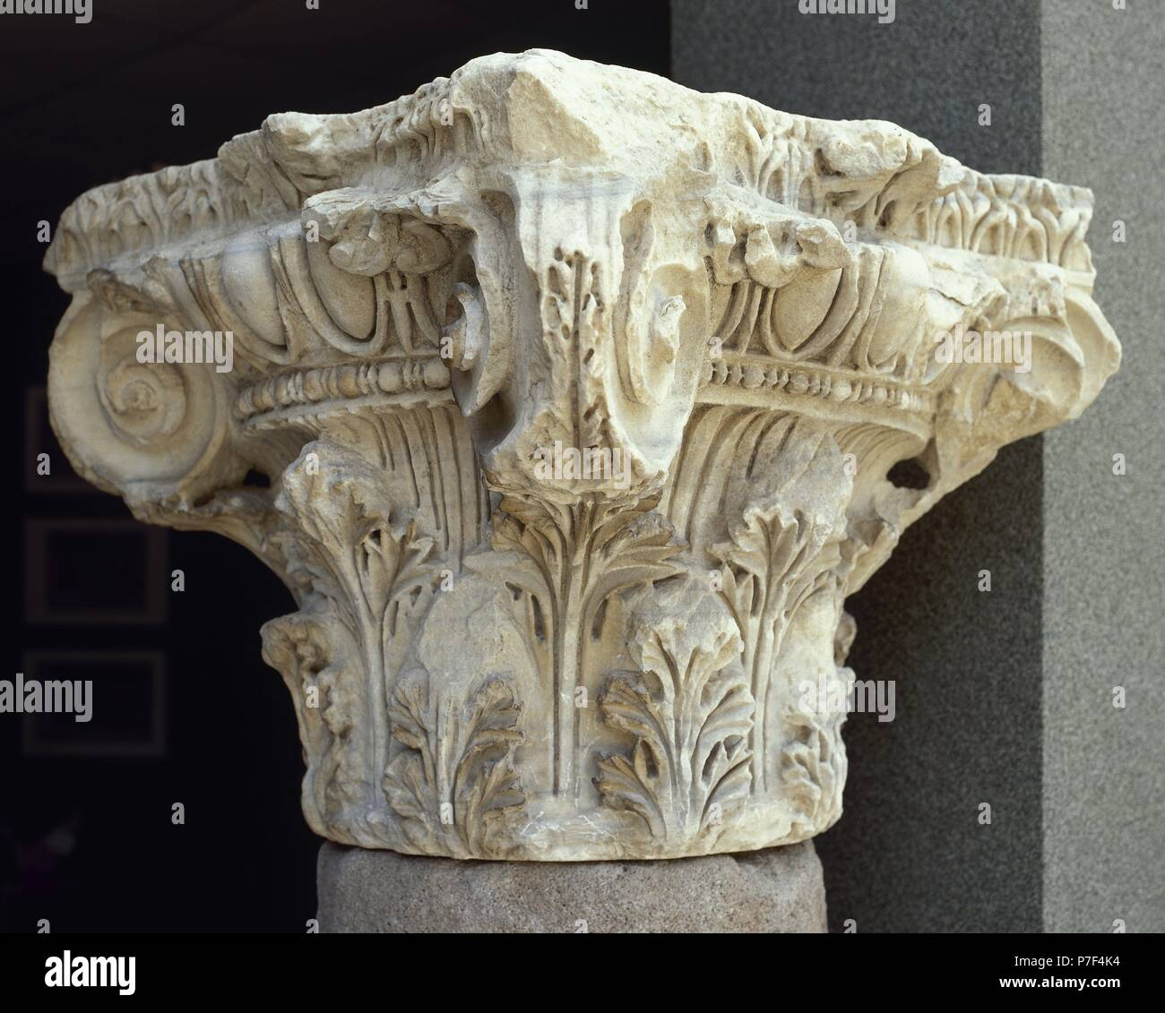 Corinthian capital with acanthus leaves and volute. Pergamon. Turkey. - Stock Image
