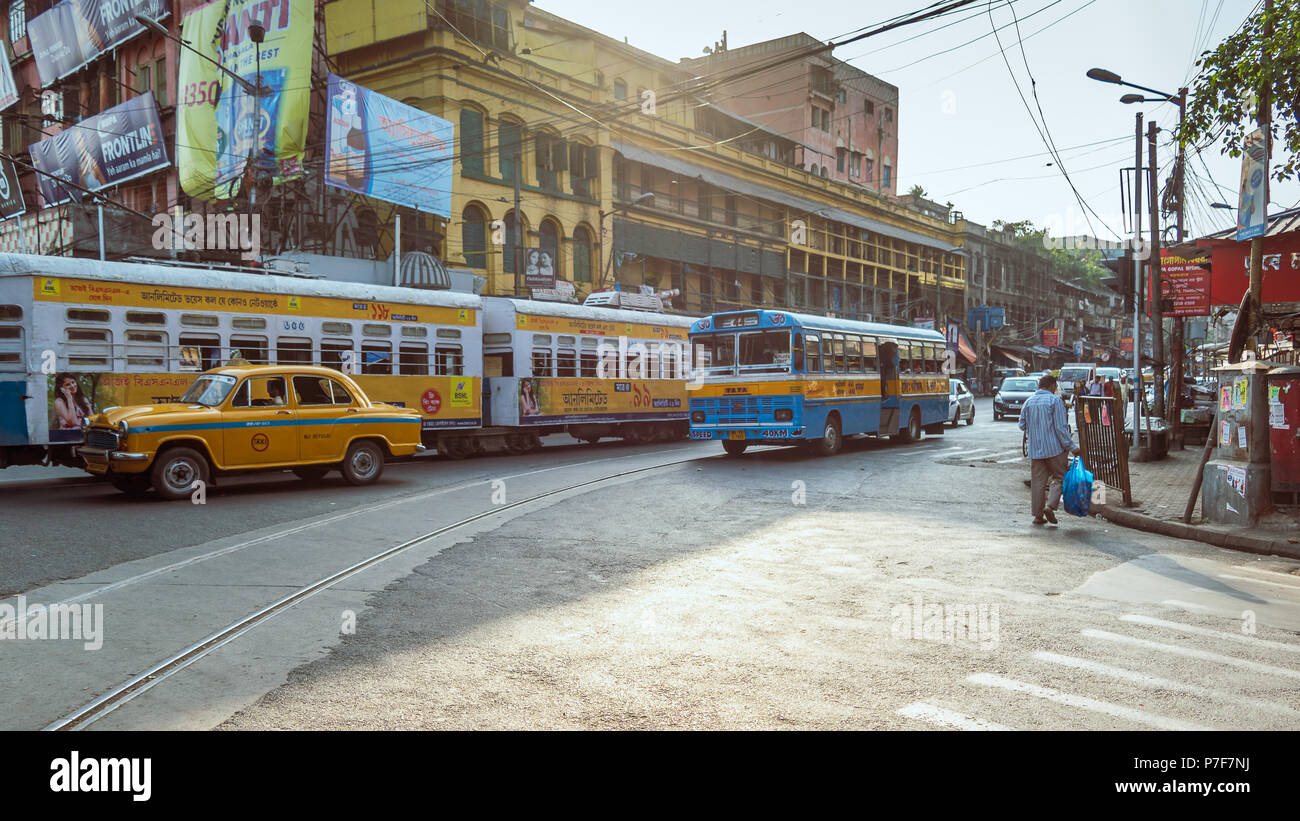 May 27,2018. Kolkata,West bengal,India. View of Indian city road with morning traffic in front of heritage Colonial building. Stock Photo