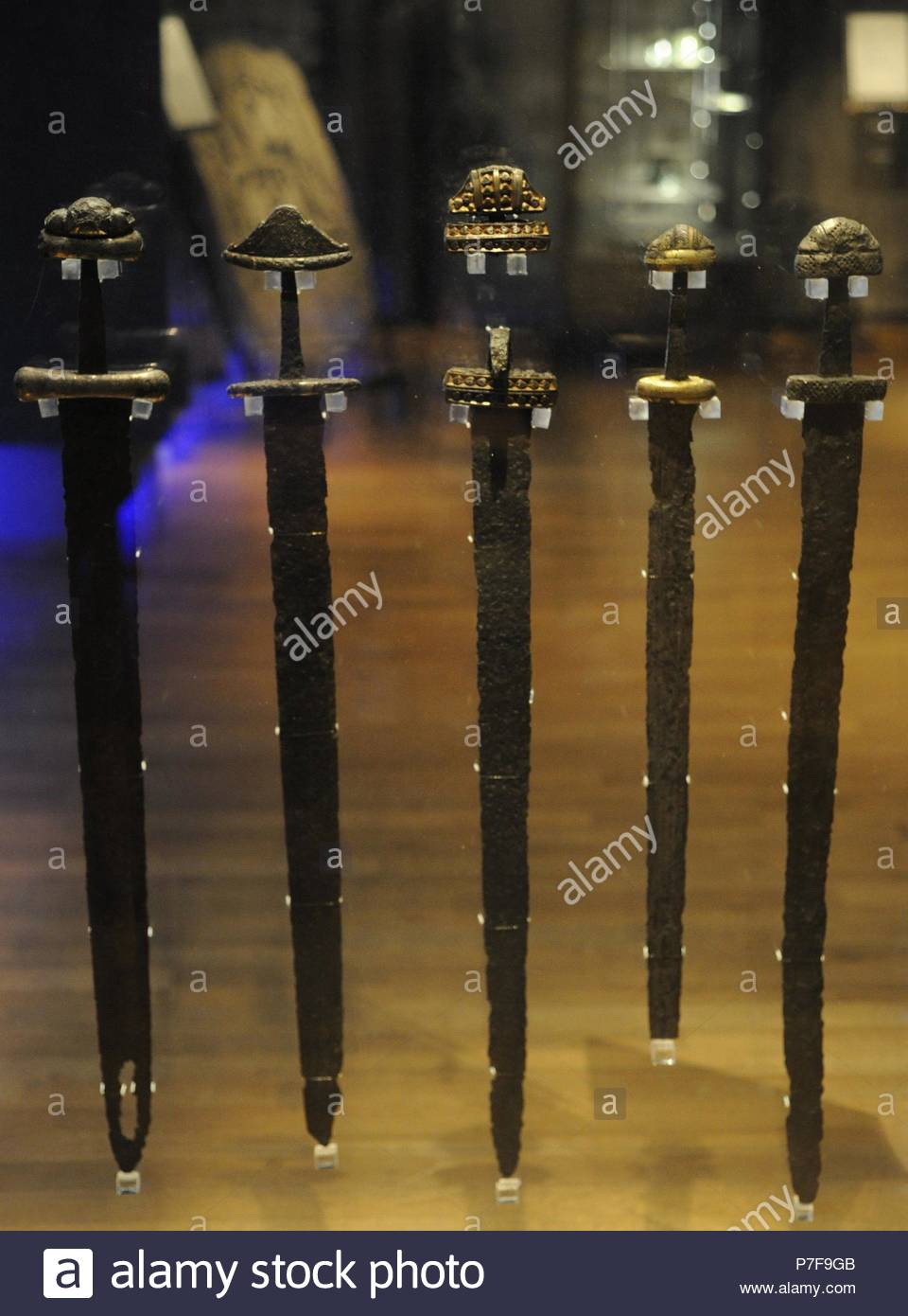 Epoca Vikinga. Espadas utilizadas en las guerras. Eran habituales entre los hombres de alto estatus social. Museo Histórico. Estocolmo. Suecia. - Stock Image