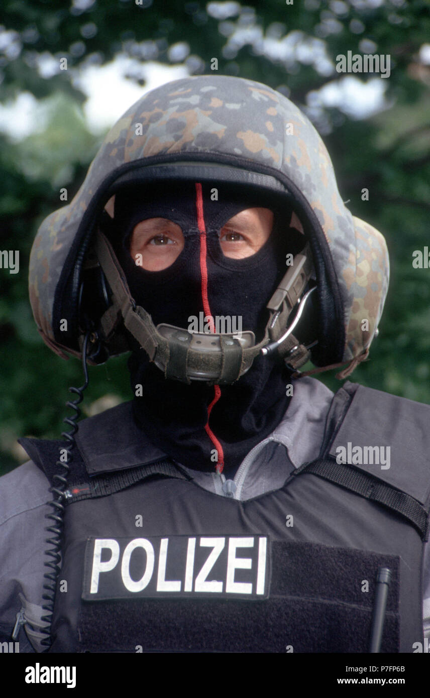 Police officer with helmet, mask and bulletproof vest, Berlin, Germany - Stock Image
