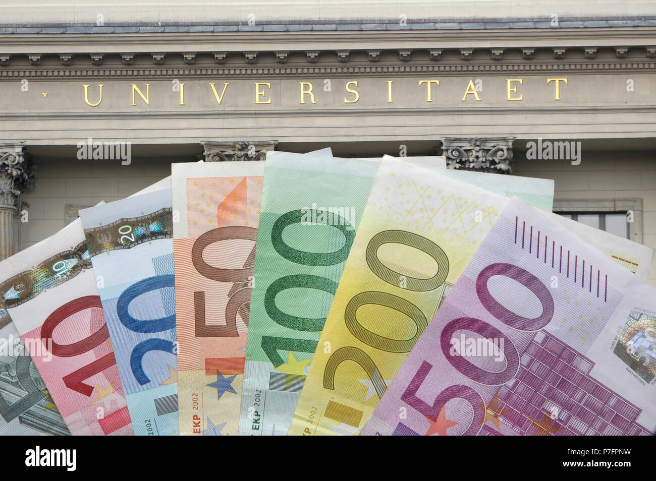 Bank notes in front of the university, symbol image for tuition fees, education and financing - Stock Image