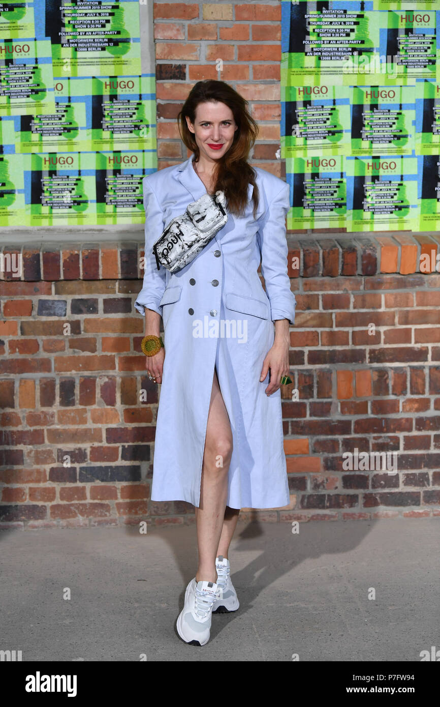 Berlin, Germany. 05th July, 2018. 05.07.2018, Berlin: Julia Malik arrives at the presentation of the HUGO Mens and Womens' Collection Spring/Summer 2019 at the Weissensee Motor Works. At the Berlin Fashion Week the collections for spring/summer 2019 will be presented. Photo: Jens Kalaene/dpa central image/dpa | usage worldwide Credit: dpa picture alliance/Alamy Live News Stock Photo