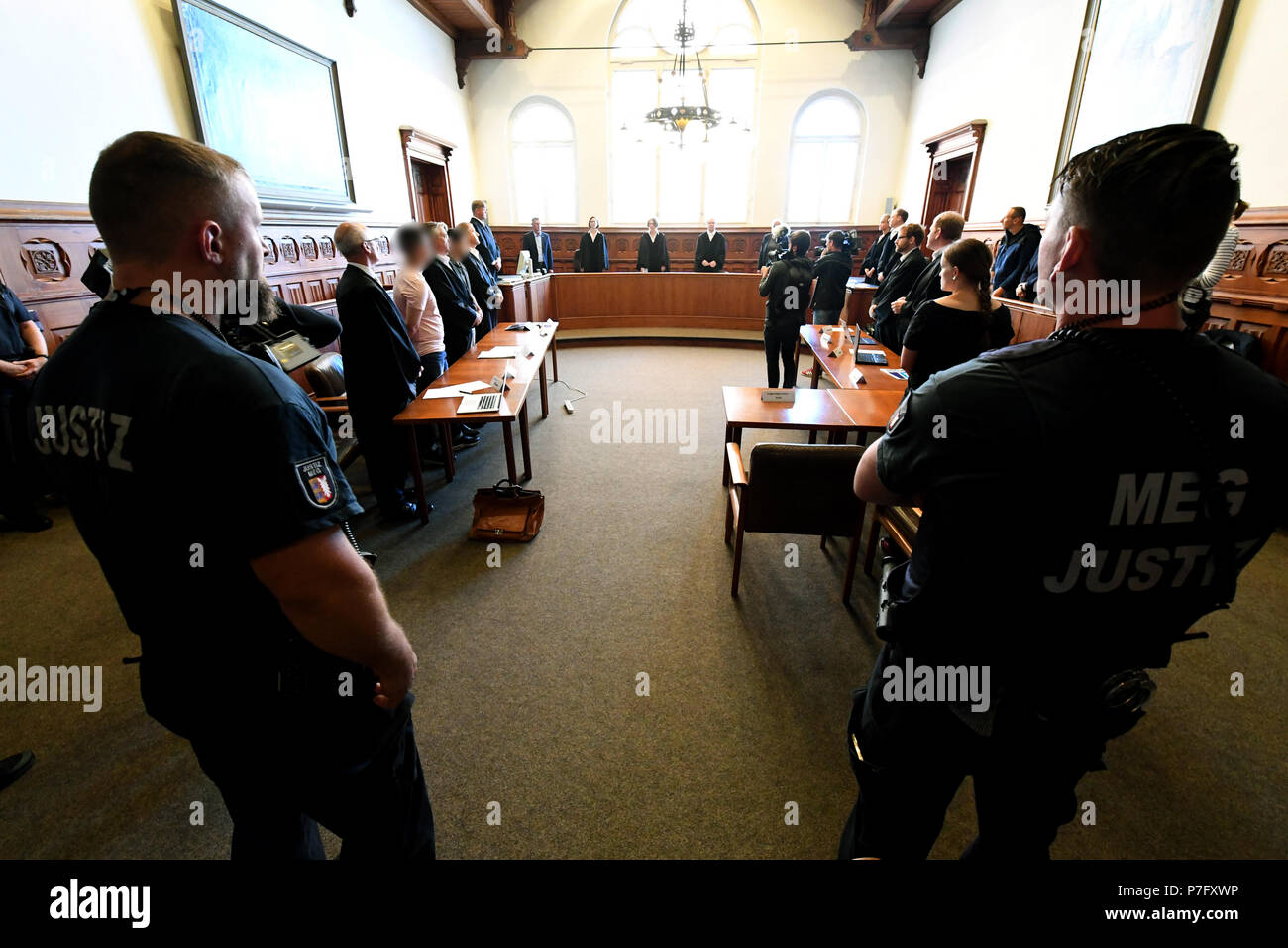 Flensburg, Germany. 06th July, 2018. The two defendants (3-L and 5-L) indicted for murder standing in the dock with their lawyers. The district court is pronouncing their verdict in the murder trial against the two 20-year-olds, who woke up a coeval in the night before Easter Sunday 2017 and stabbed him by the front door. Credit: Carsten Rehder/dpa/Alamy Live News - Stock Image