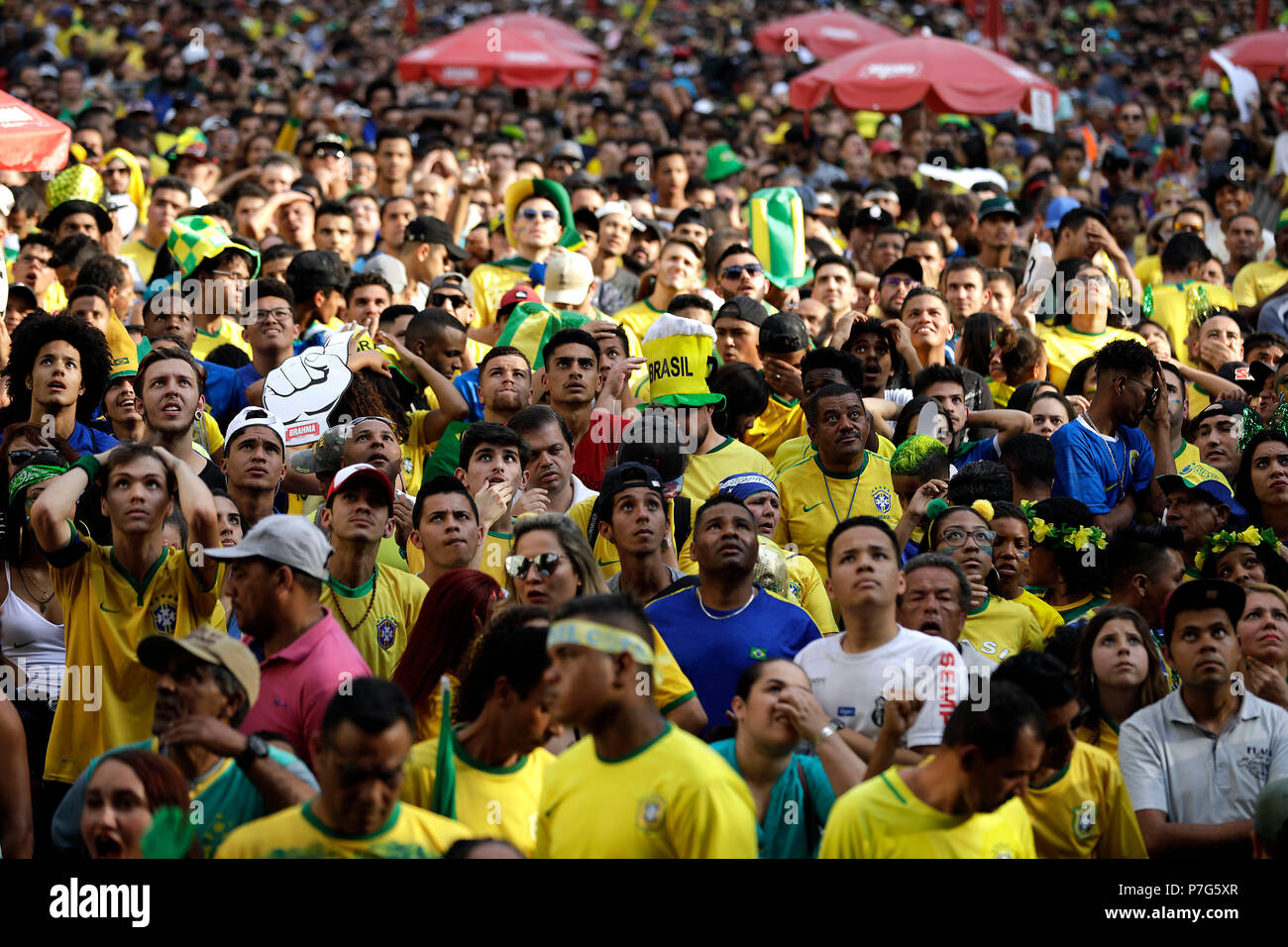 Sao Paulo, Brazil. 06th July, 2018. Brazilian fans react during the public viewing of the FIFA 2018 World Cup quarter final match between Brazil and Belgium in Sao Paulo, Brazil, 06 July 2018. Credit: Marcelo Chello/EFE/Alamy Live News Stock Photo