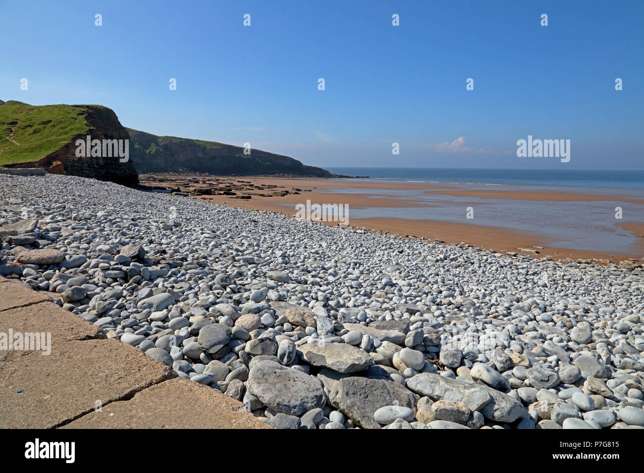 The well known Dunraven bay situated at Southerndown near Bridgend with its golden sands and huge roacks dotted all over the beach. - Stock Image