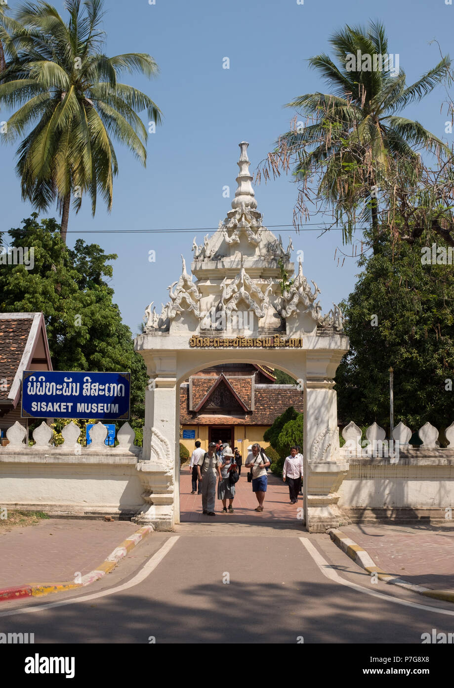 Tourists at the entrance of Sisaket Museum, Vientiane, Laos, Asia. - Stock Image