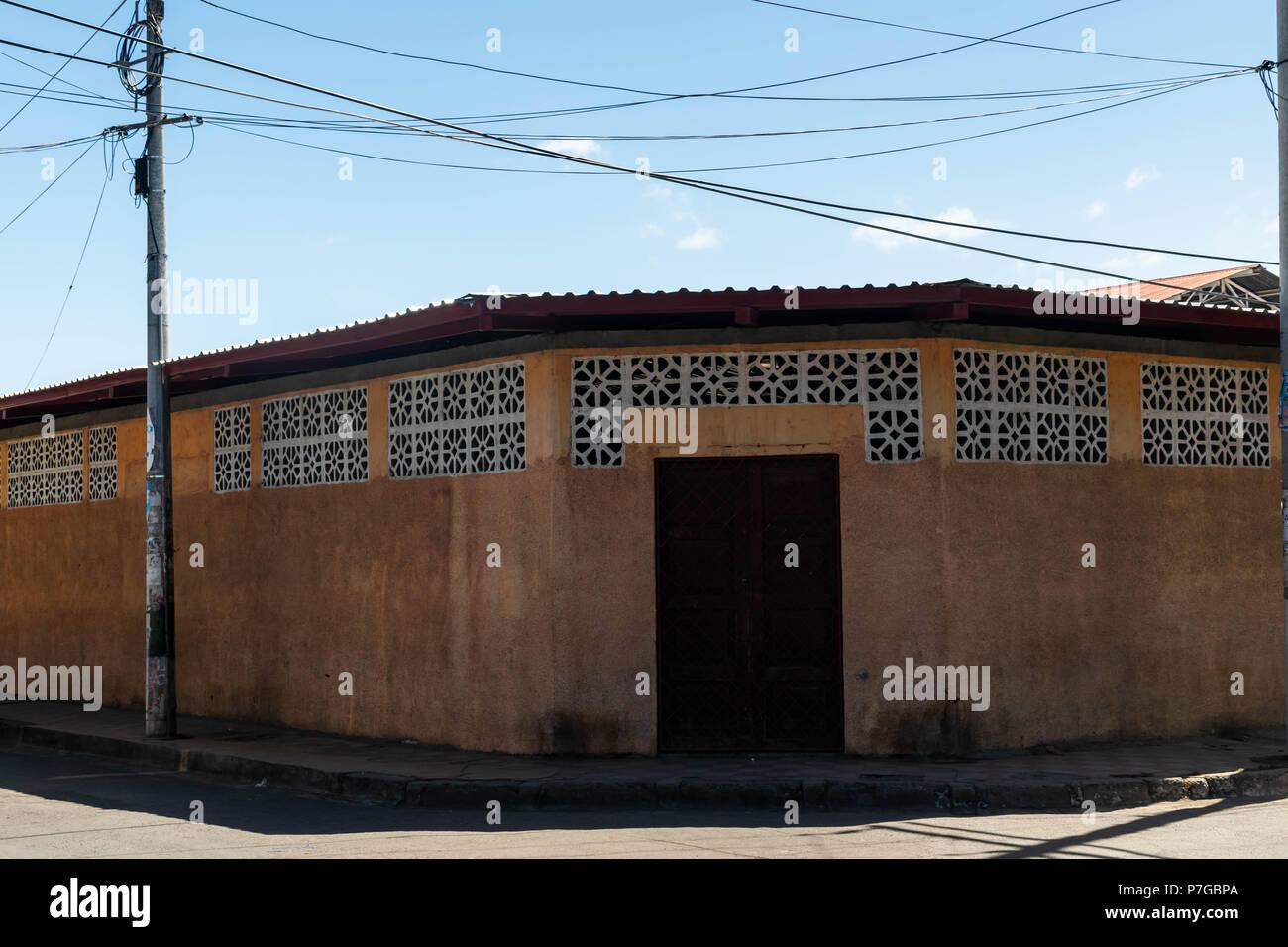 Granada, Nicaragua. February 8, 2018. An older, decrepit building in Granada, Nicaragua - Stock Image