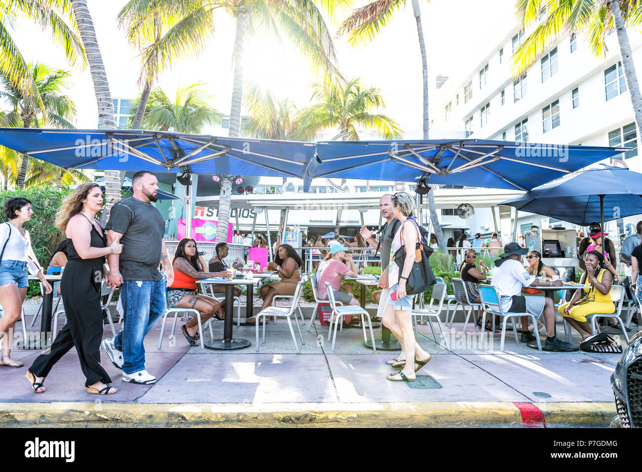 Miami Beach Usa May 5 2018 Sidewalk Many People Eating