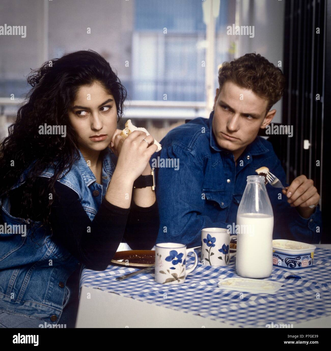 Young couple having unhappy breakfast in the 1980s - Stock Image
