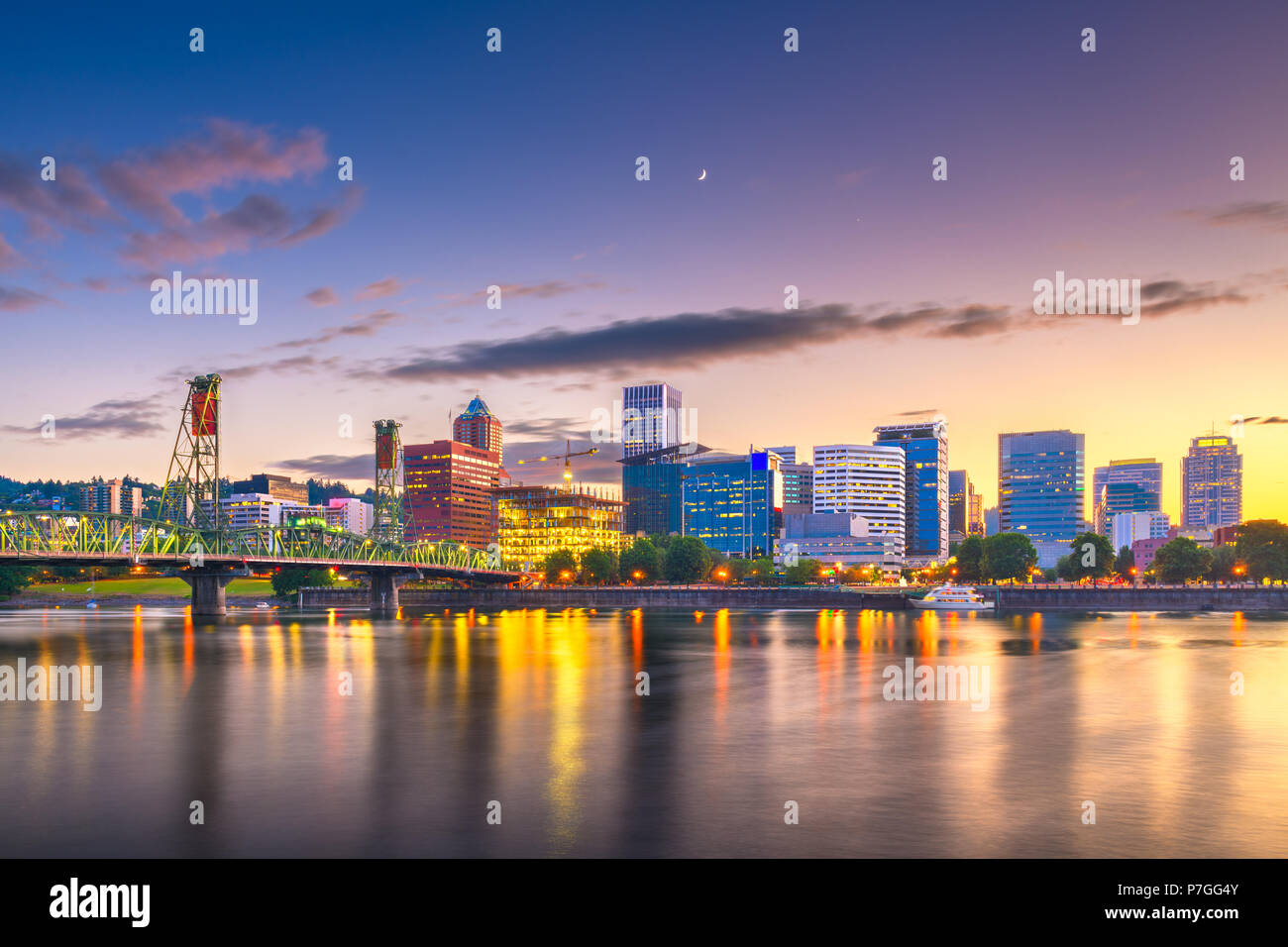 Portland, Oregon, USA skyline at dusk on the Willamette River. - Stock Image