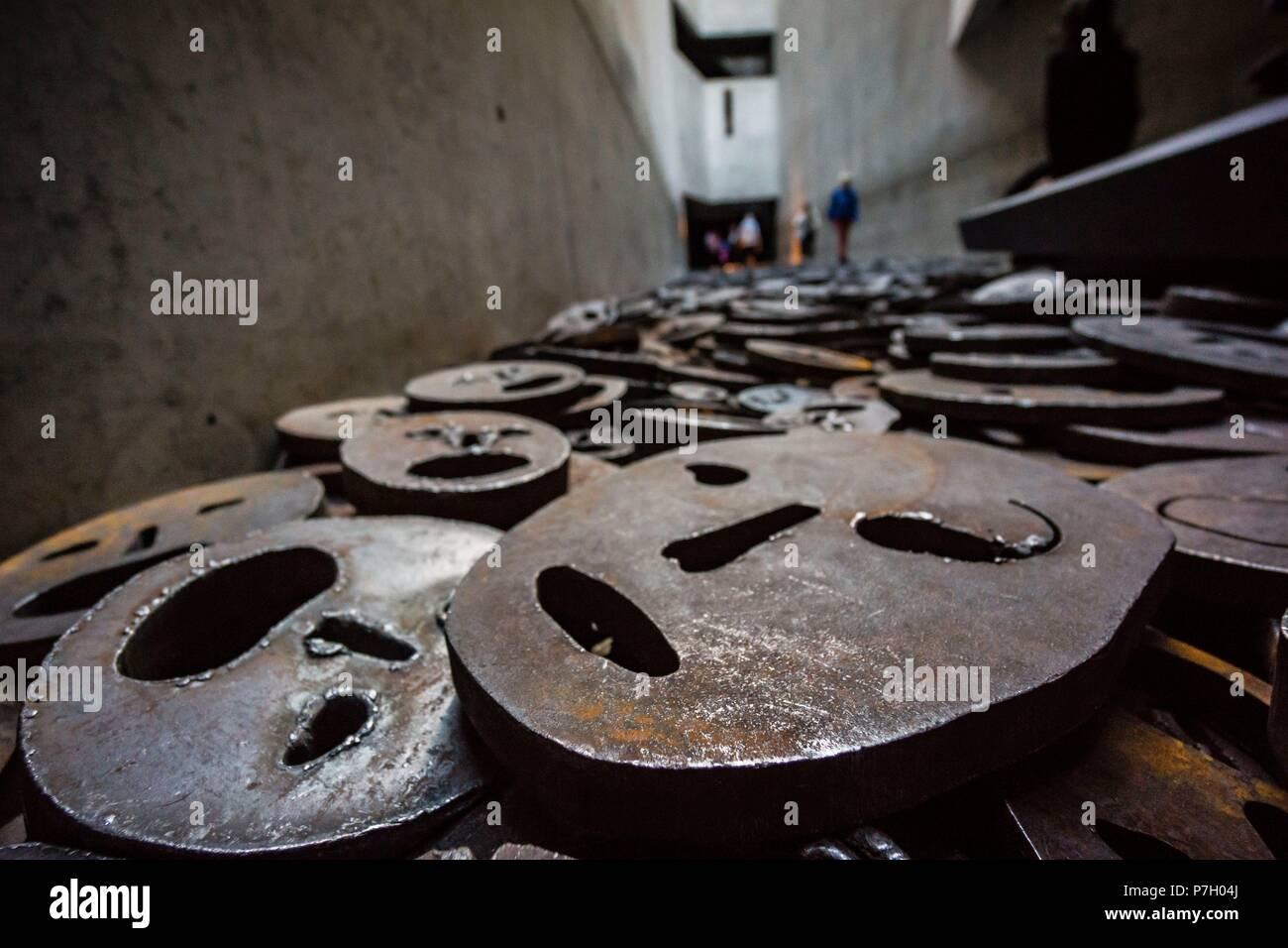 Shalechet, -hojas caidas-, instalacion artistica de Menashe Kadishman, Museo Judío de Berlín,diseñado por el arquitecto polaco Daniel Libeskinds , Berlin, Alemania, Europe. Stock Photo