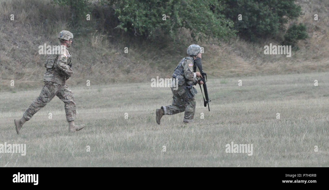 Spc. James Moto, Medical Research and Materiel Command, runs through a combat training lane during the 2018 U.S. Army Medical Command Best Warrior Competition at Camp Bullis, Texas, June 26, 2018.   MEDCOM conducted the 2018 Best Warrior Competition in conjunction with Army North, Army South and Army Installation Management Command to select the NCO and Soldier who best represent MEDCOM and the Army's Warrior Ethos for participation in competition at the Army level. (U.S. Army photo by Courtney Dock) - Stock Image