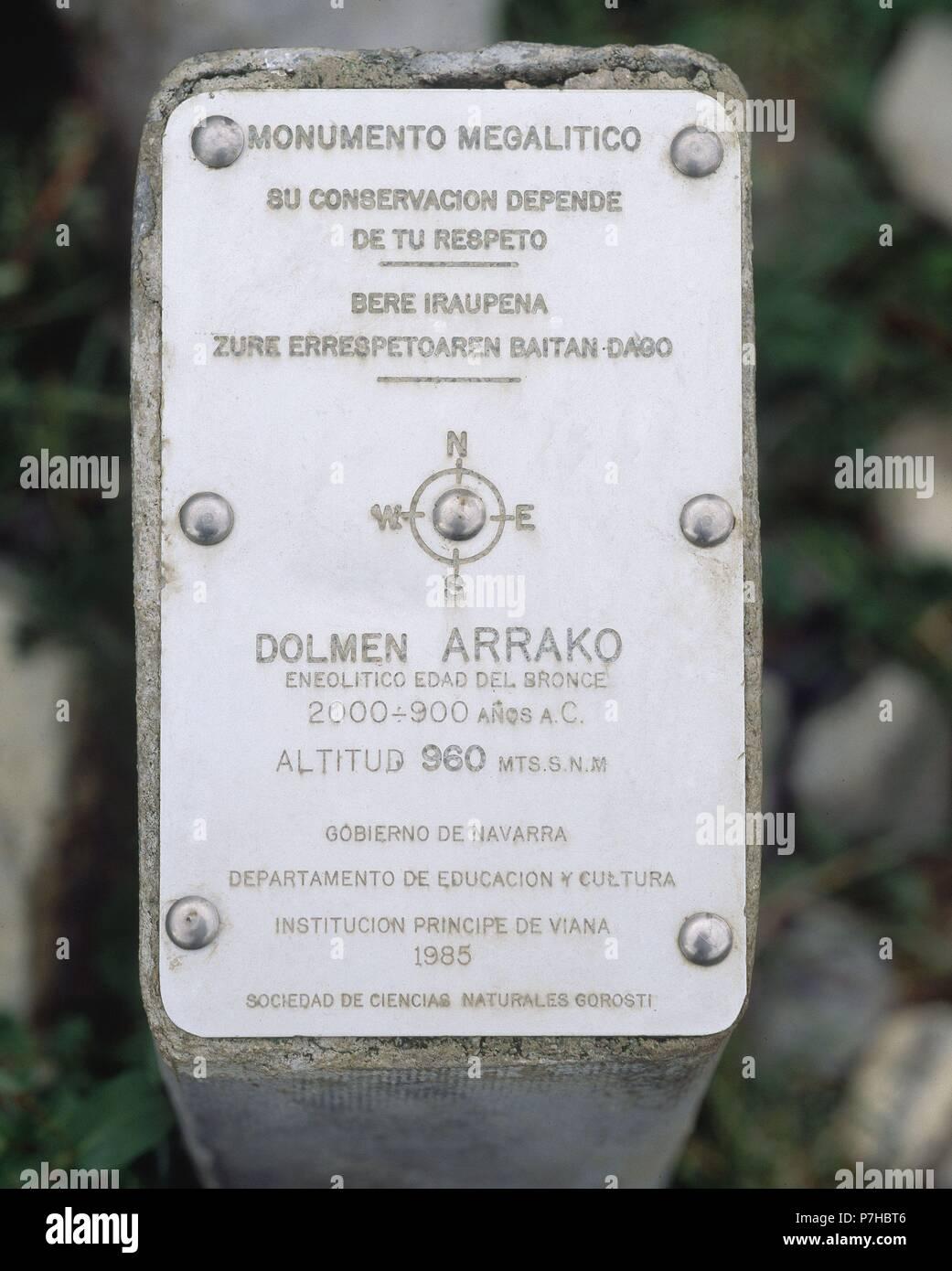 CARTEL DEL MONUMENTO MEGALITICO DE ARRAKO. Location: EXTERIOR, RONCAL, NAVARRA, SPAIN. - Stock Image